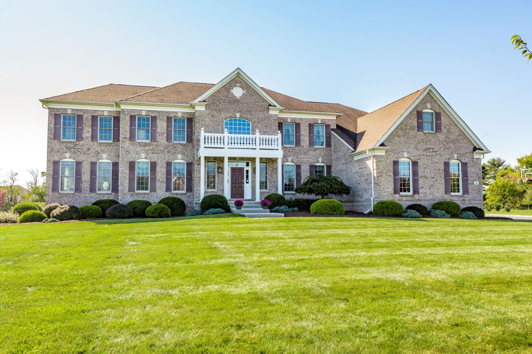 Property vì Bán tại Luxury, Craftsmanship, Warmth in Perfect Measure 11 Hendrickson Court, Hillsborough, New Jersey 08844 Hoa Kỳ