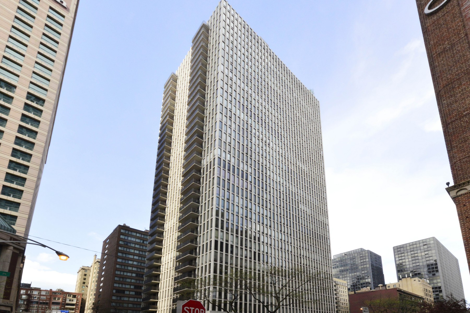 Condominium for Sale at Stunning South East Corner Unit 200 E Delaware Place Unit 20DE Near North Side, Chicago, Illinois, 60611 United States