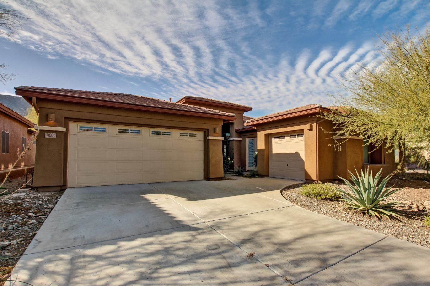 Single Family Home for Sale at Fantastic home with expansive views 1611 W Lodge Drive, Phoenix, Arizona, 85041 United States