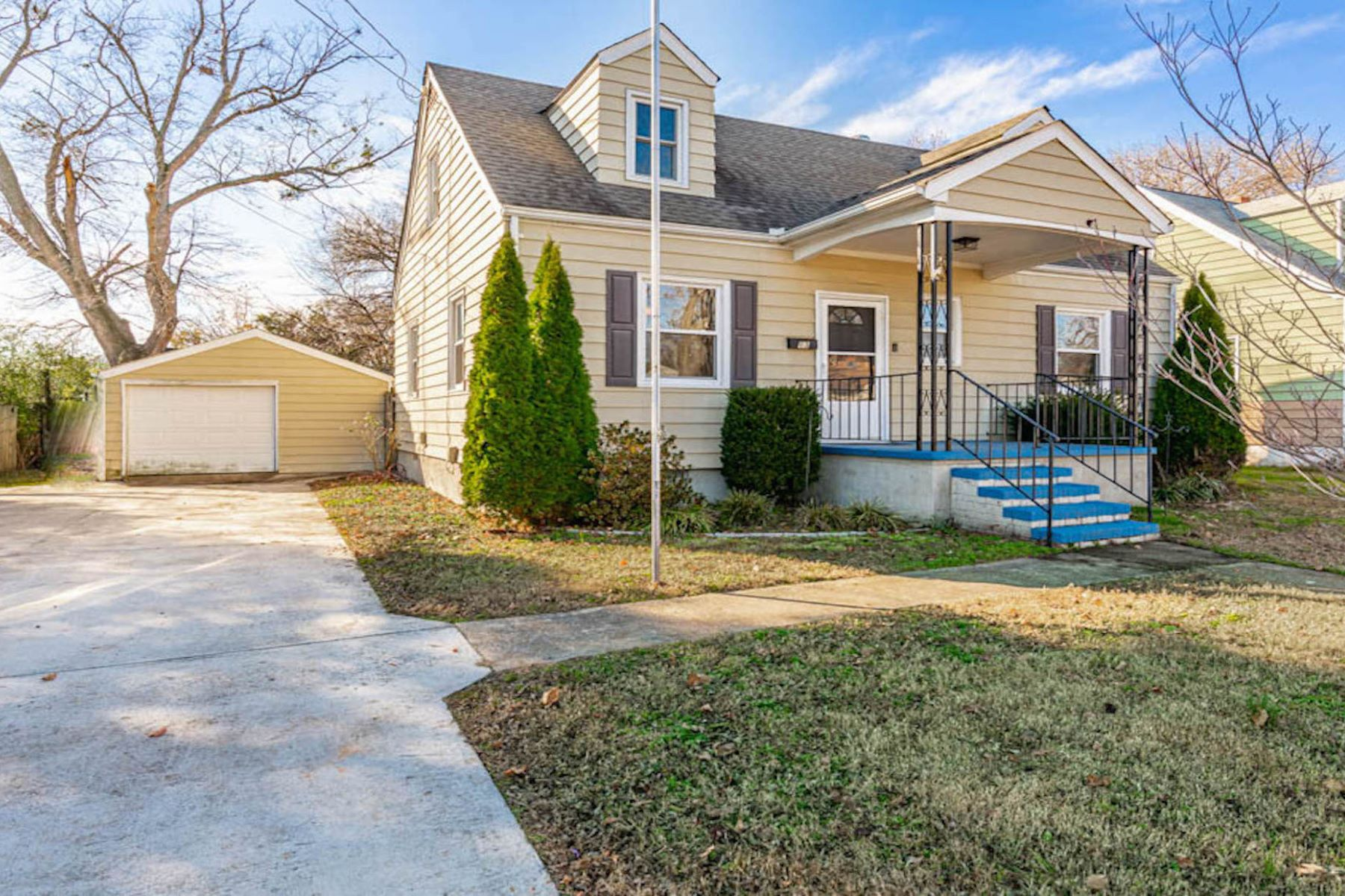 Single Family Homes for Active at FOX HILL 13 Gibson Rd Hampton, Virginia 23669 United States