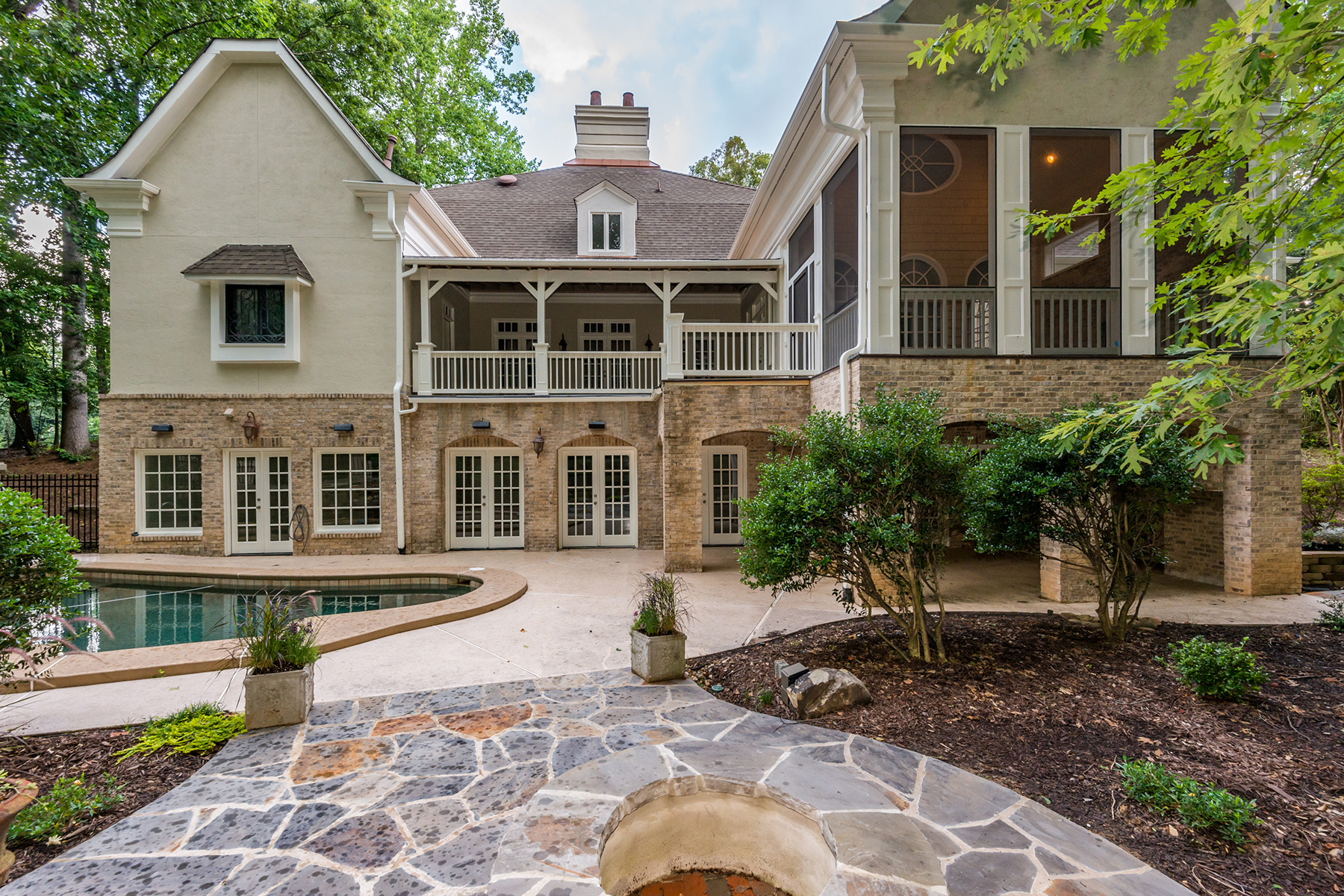 Additional photo for property listing at European Elegance in The Heart of Sandy Springs 890 Marseilles Dr Sandy Springs, Georgia 30327 United States