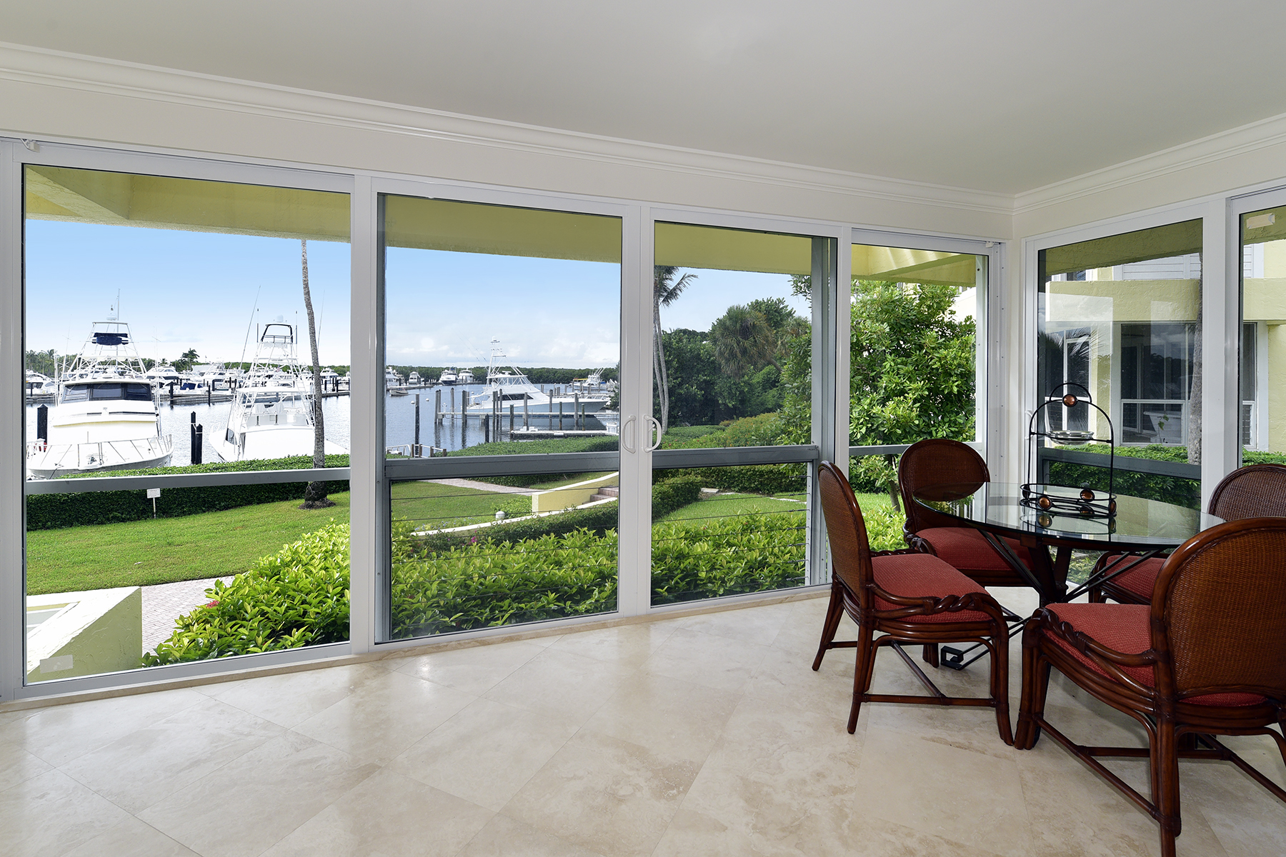 Additional photo for property listing at Waterfront Condominium at Ocean Reef 18 Marina Drive, Unit A Key Largo, Florida 33037 Stati Uniti