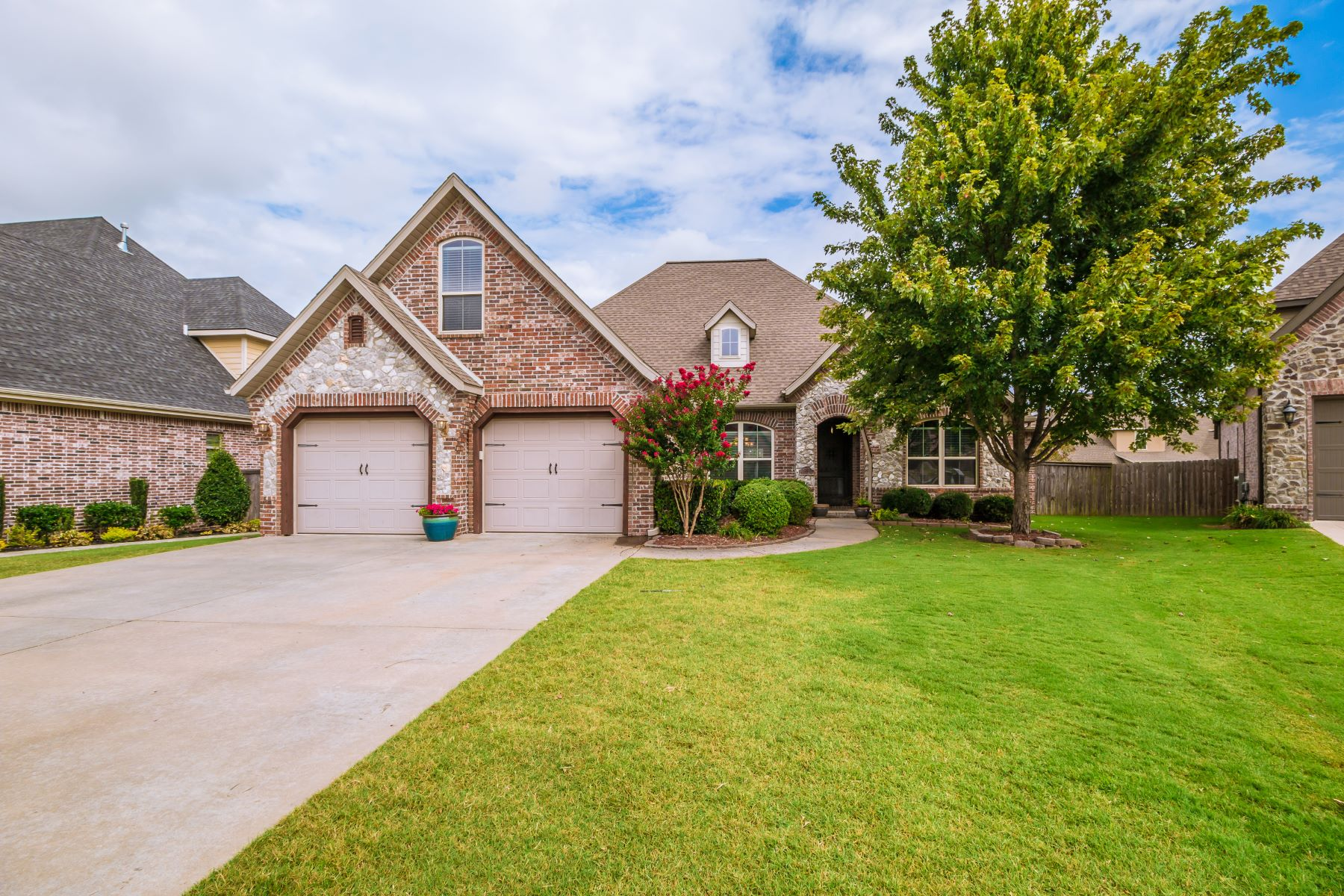 Single Family Homes for Sale at 4203 W. Willowbend Drive Rogers, Arkansas 72758 United States