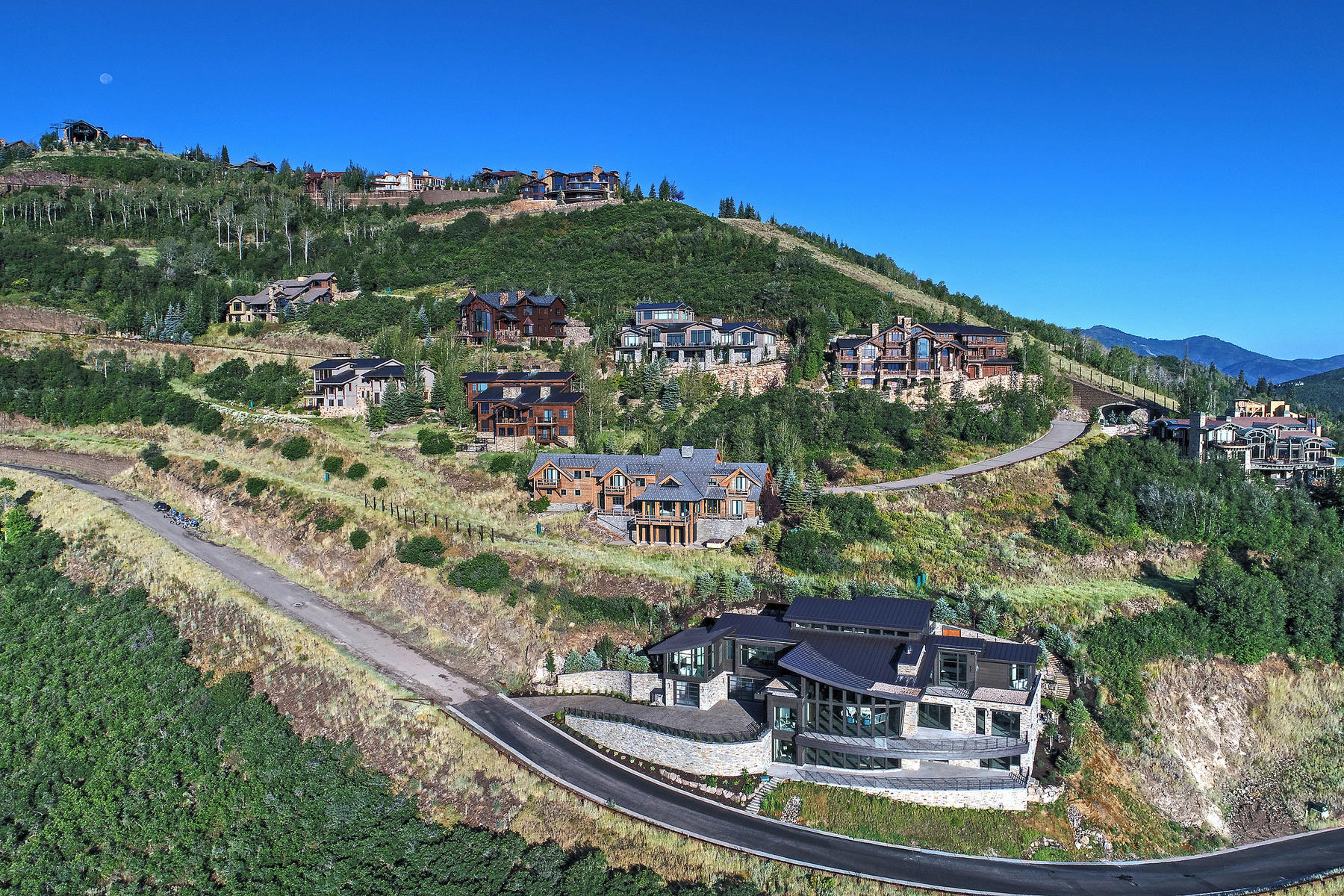 Additional photo for property listing at Contemporary Ski Home with Stunning Jordanelle Views 3287 W Deer Crest Estates Dr Park City, Utah 84060 United States