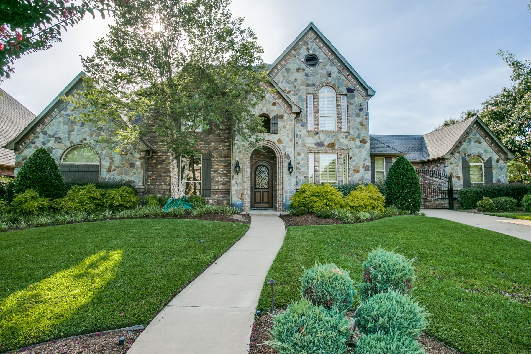 Single Family Homes for Sale at Traditional in gated community 2509 Featherstone Court Arlington, Texas 76001 United States