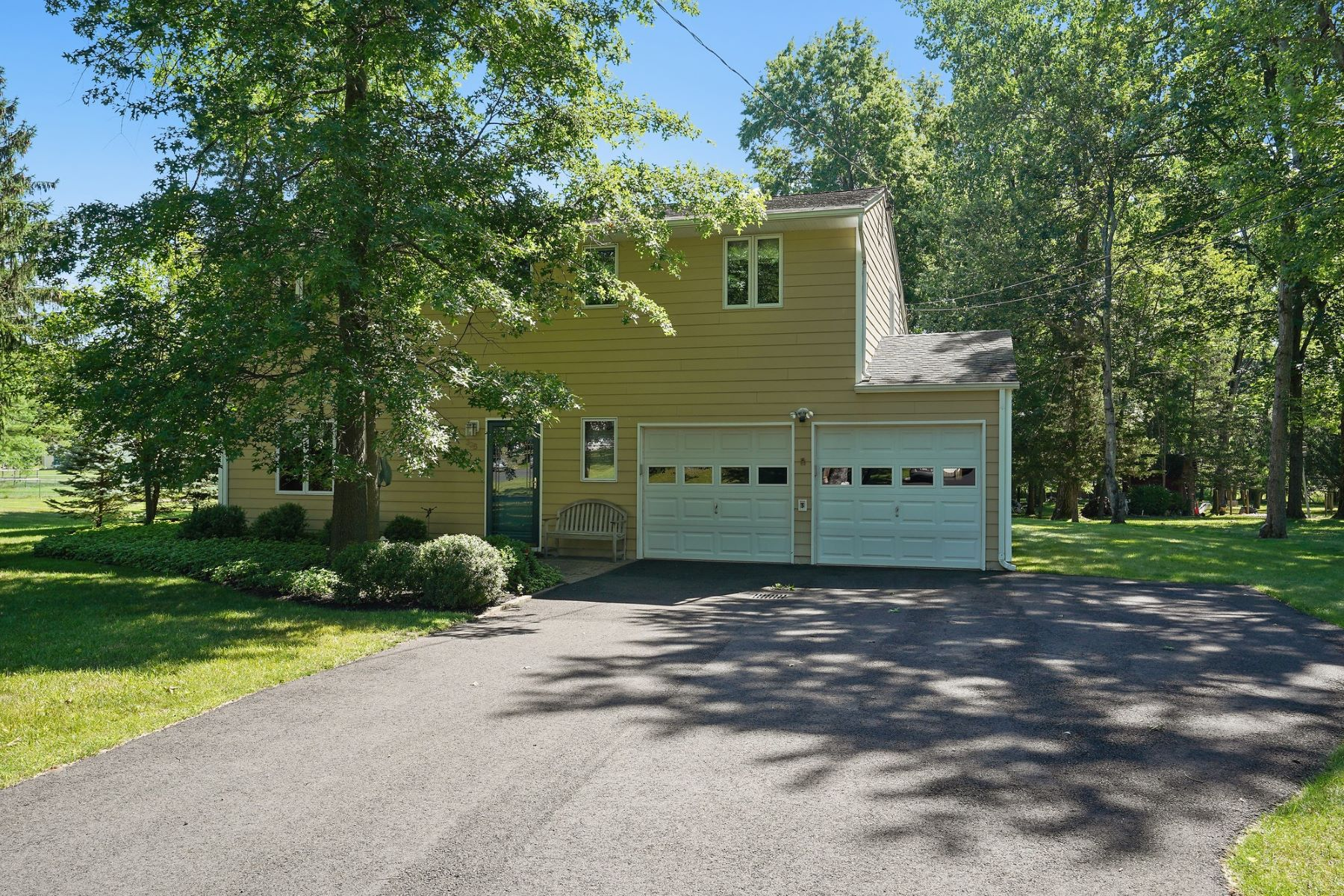 Single Family Homes for Active at Impeccably Maintained Home 996 Papen Road Bridgewater, New Jersey 08807 United States
