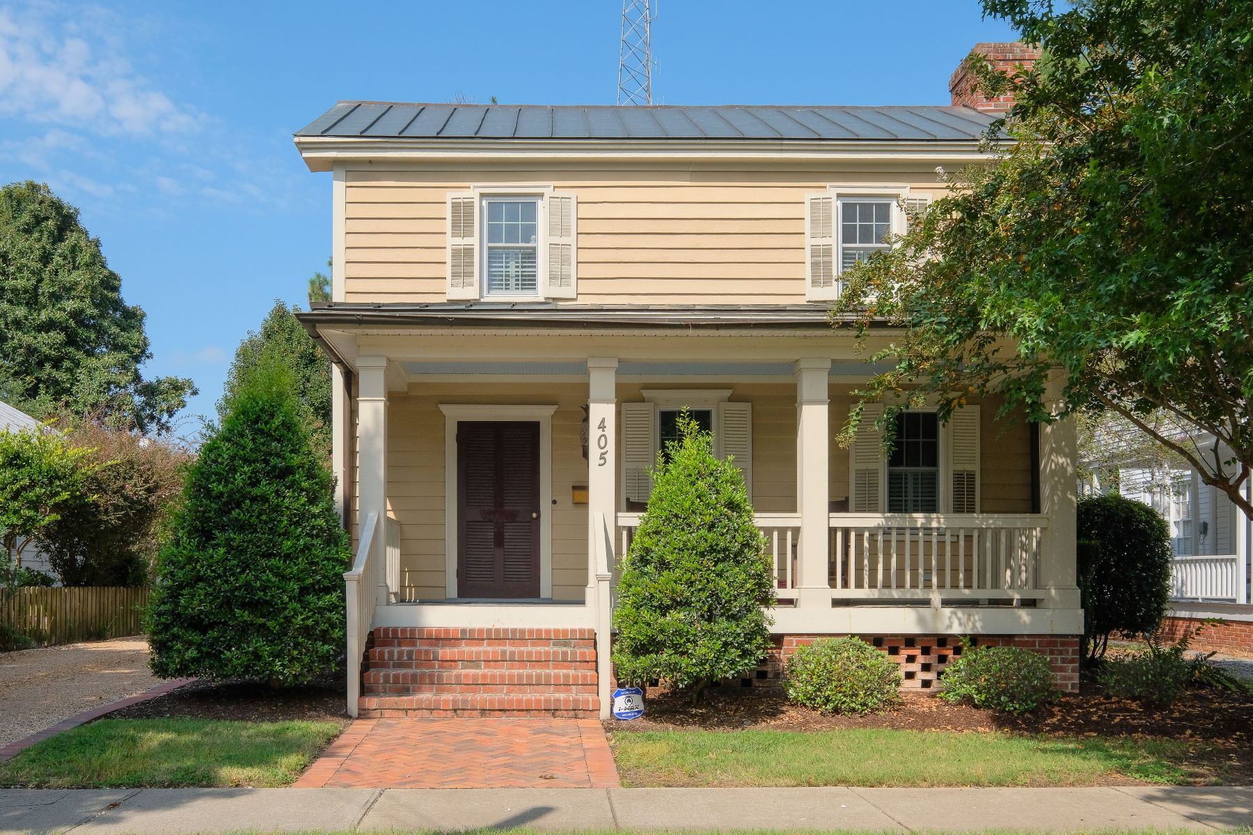 واحد منزل الأسرة للـ Sale في Renovated Sansbury Home 405 N Broad St, Edenton, North Carolina, 27932 United States
