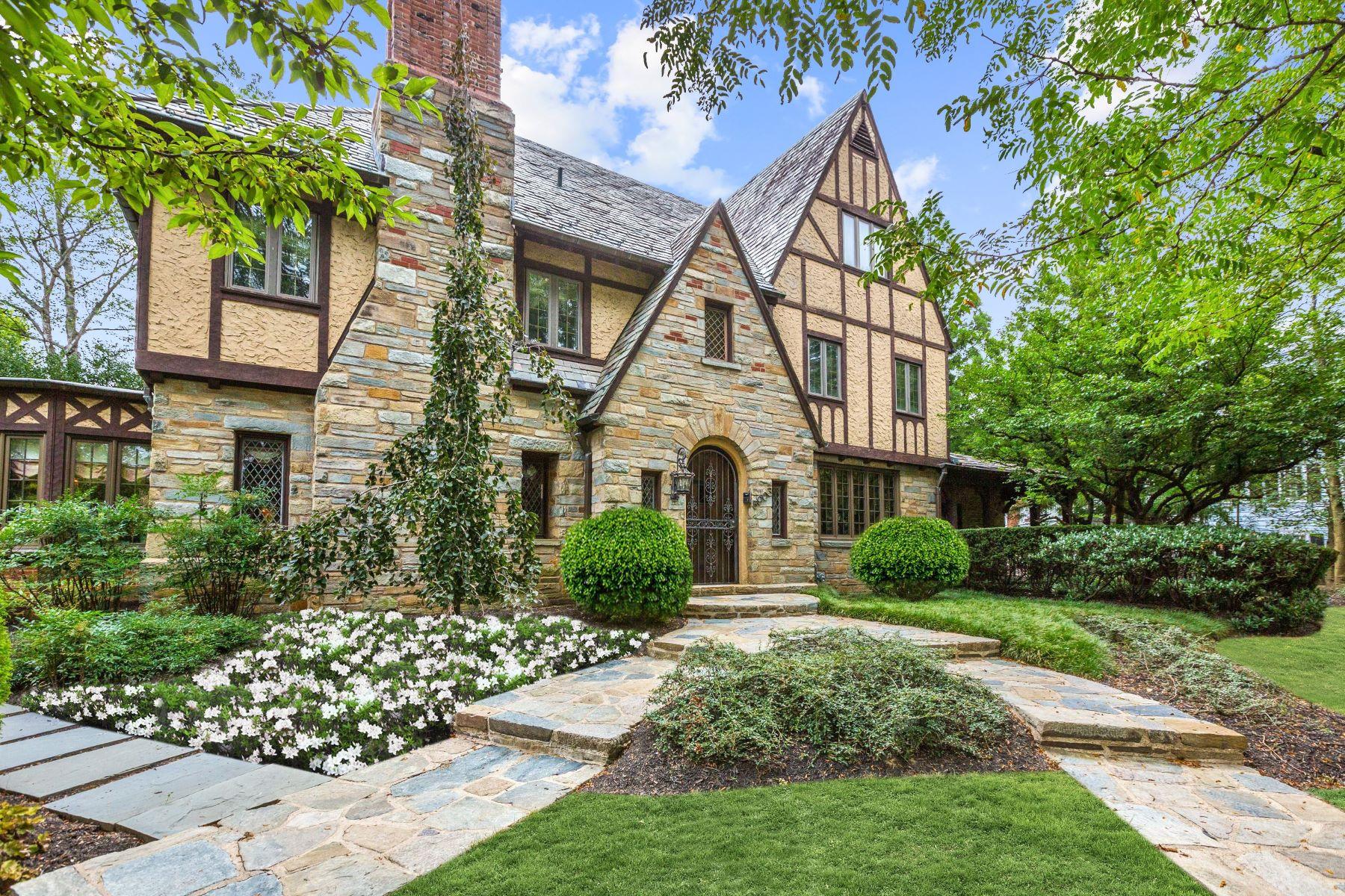 Single Family Homes 为 销售 在 5903 Connecticut Avenue 切维莱斯, 马里兰州 20815 美国