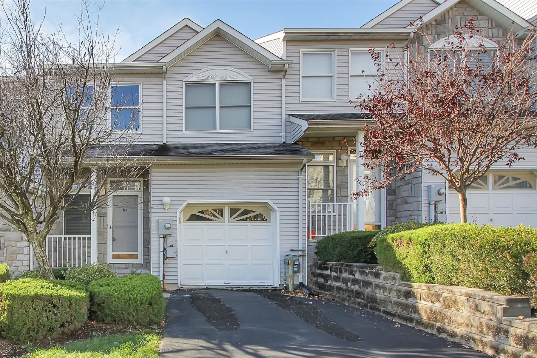 Townhouse for Sale at Inviting Townhouse 64 Summerhill Drive, Morris Plains, New Jersey 07950 United States