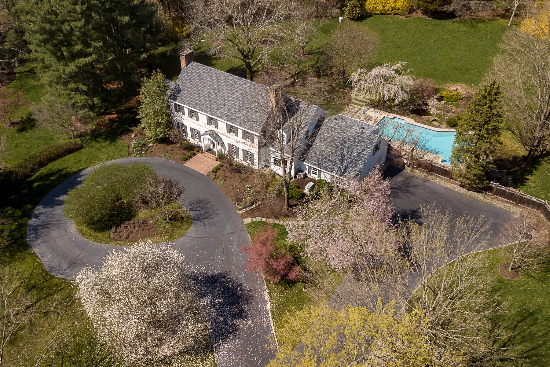 Additional photo for property listing at Refined Colonial Framed by Magnificent Grounds 121 Winfield Road, Princeton, New Jersey 08540 United States
