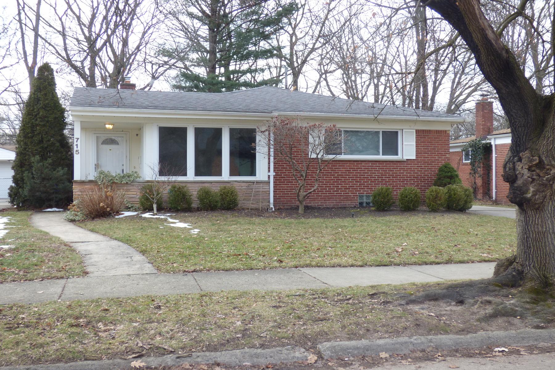 Single Family Homes para Venda às Royal Oak 715 Butternut, Royal Oak, Michigan 48073 Estados Unidos