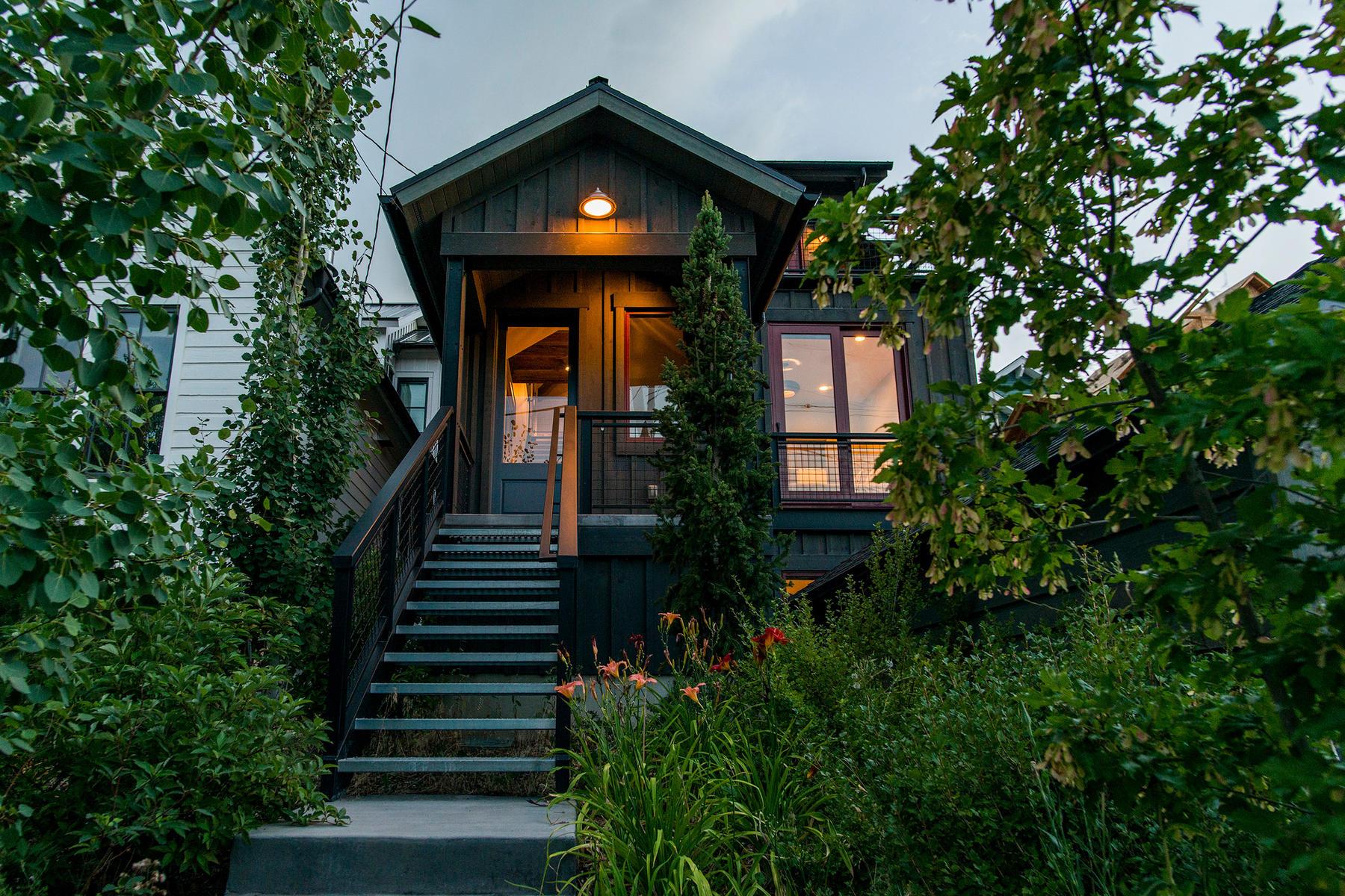 Casa Unifamiliar por un Venta en Ultimate Old Town Retreat With Irreplaceable Setting Just Steps to the Ski Run 817 Norfolk Ave Park City, Utah, 84060 Estados Unidos