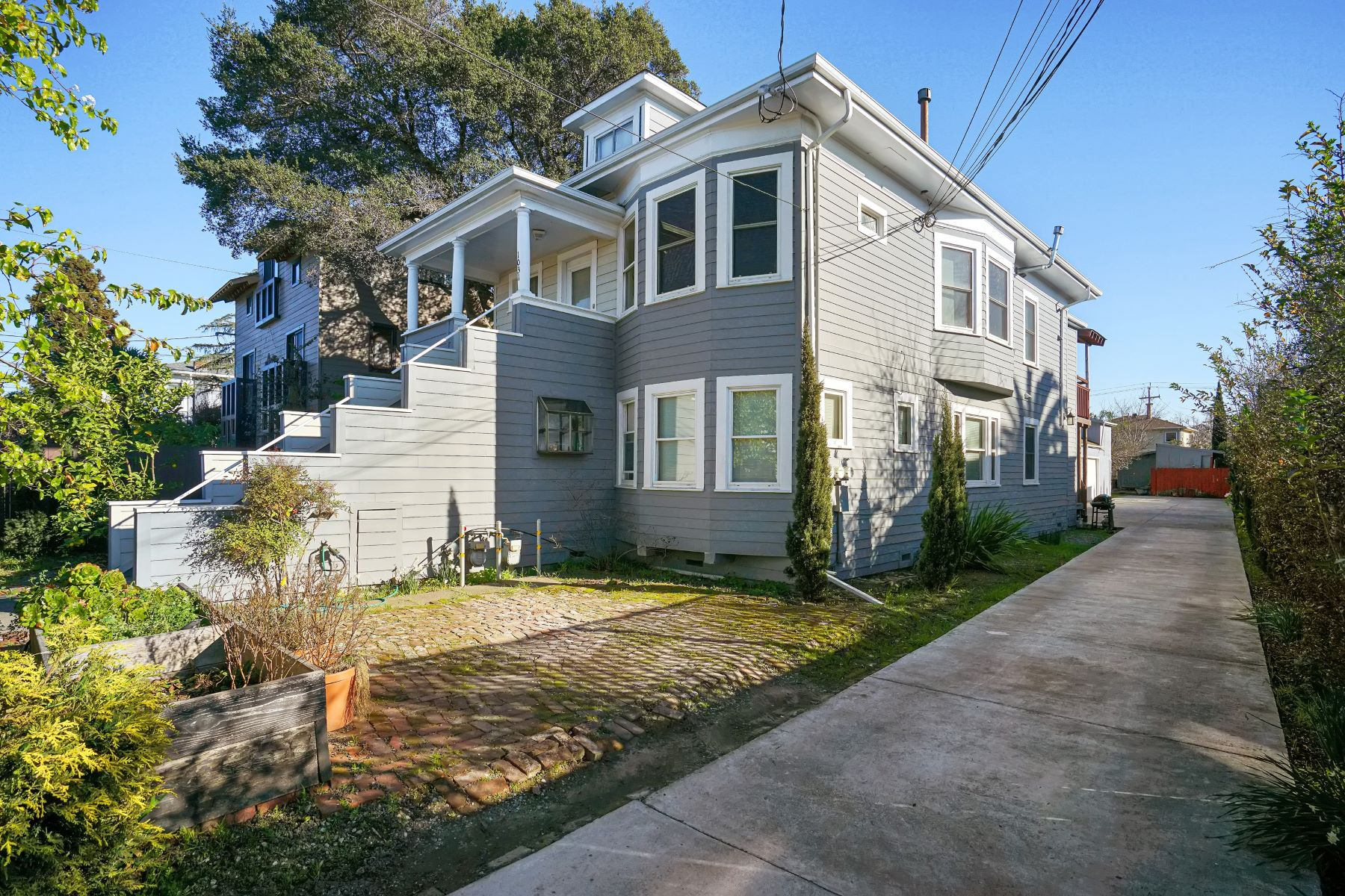 Multi-Family Homes for Sale at Paradise Park Multi-Unit On Massive Lot 1031 62nd Street Oakland, California 94608 United States