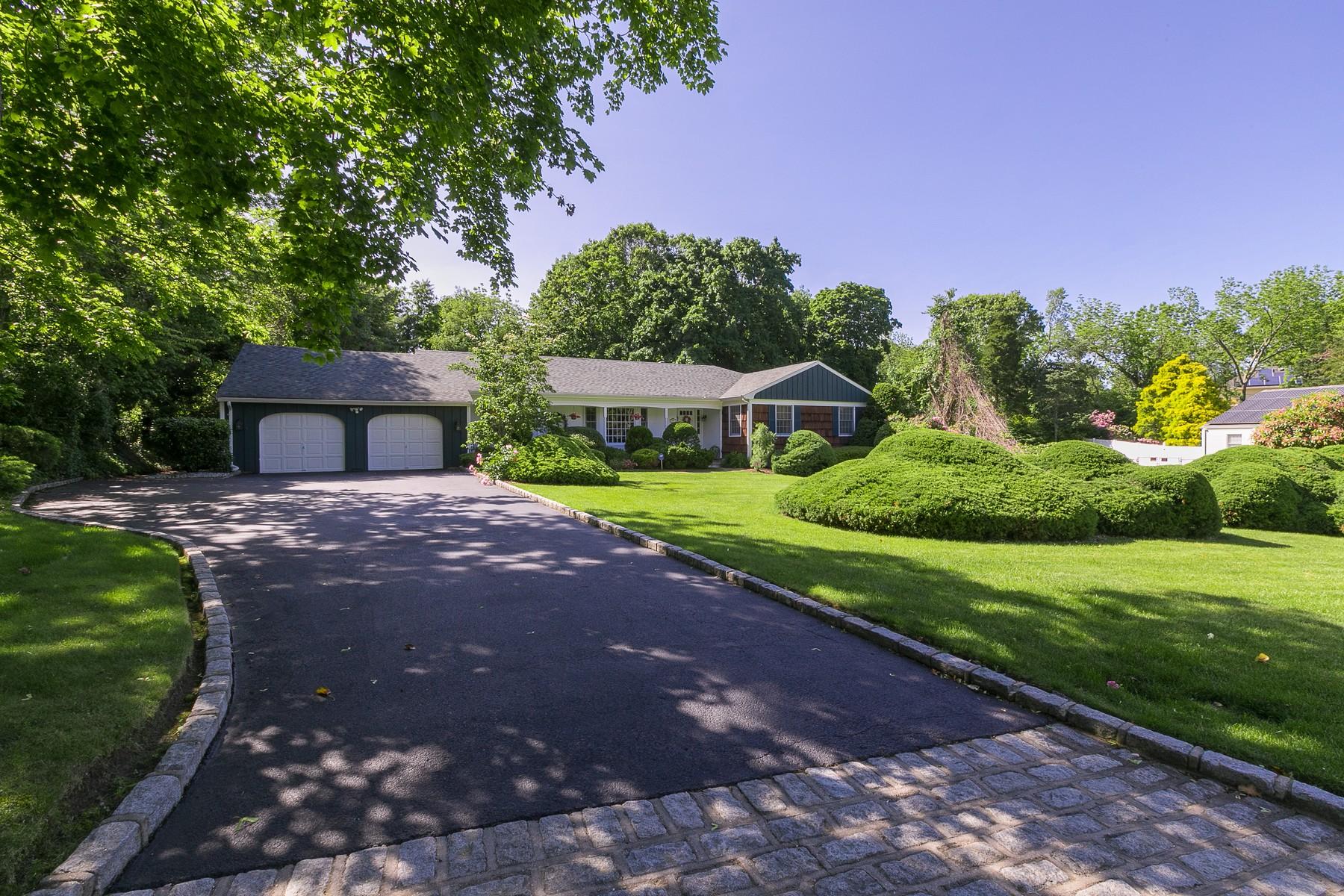 Single Family Homes för Försäljning vid St. James 16 Great Oak Rd, St. James, New York 11780 Förenta staterna