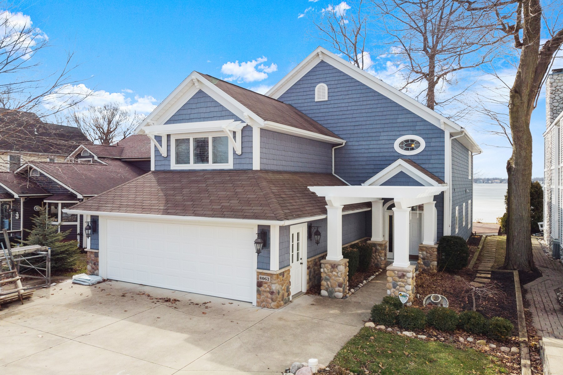 Single Family Homes 为 销售 在 Private Home on Lake Wawasee 8063 E Rosella Street Syracuse, 印第安纳州 46567 美国