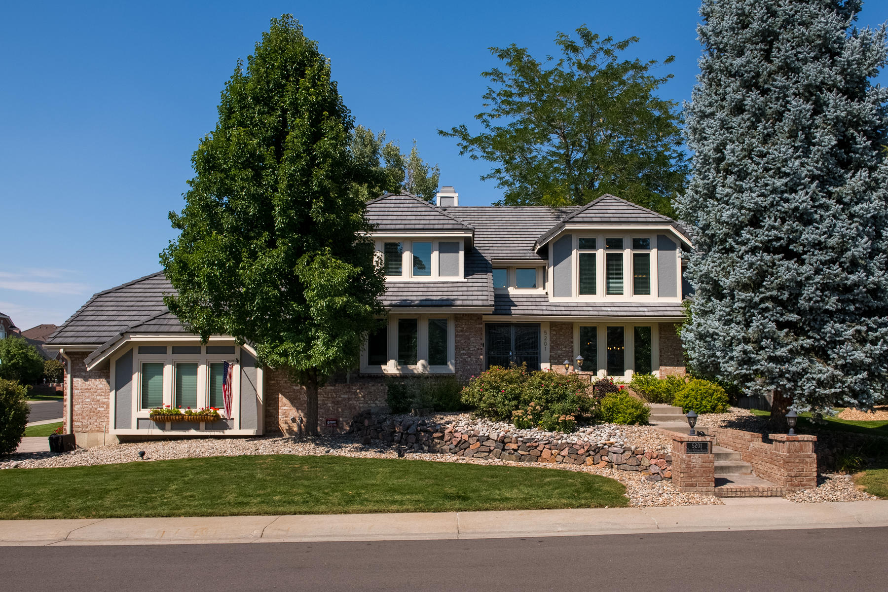 Single Family Home for Active at Exceptional Heritage Greens home recently remodeled from top to bottom! 5201 E Otero Place Centennial, Colorado 80122 United States