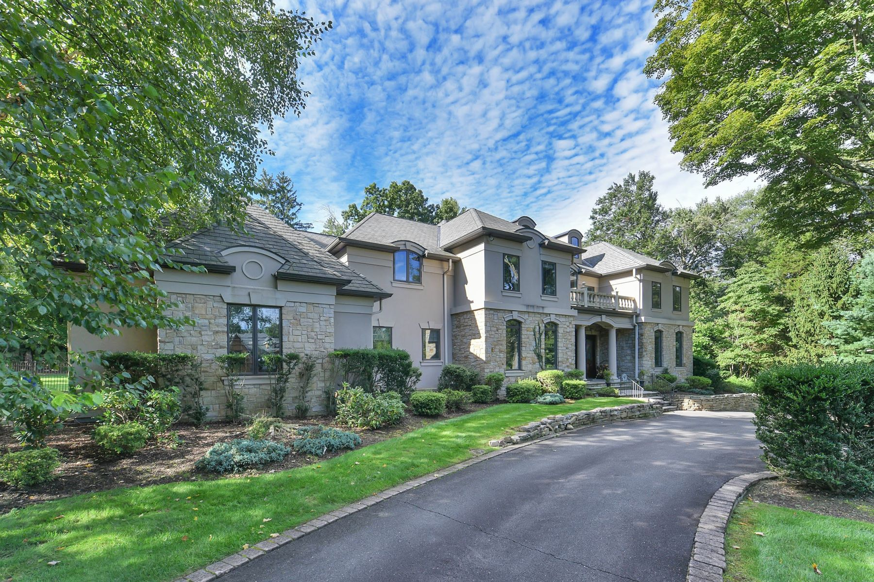 Single Family Homes vì Bán tại Breathtaking Custom Estate 38 Weiss Rd., Upper Saddle River, New Jersey 07458 Hoa Kỳ