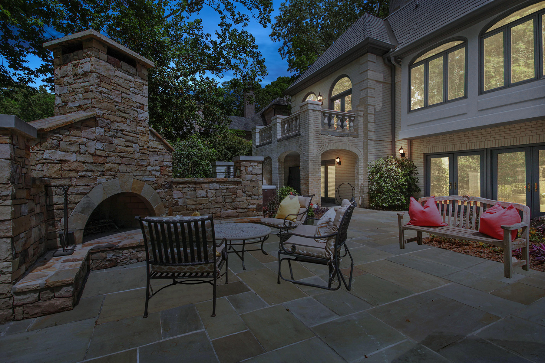 Additional photo for property listing at Grand European-inspired Estate offering Stunning Golf Course Views 660 Atlanta Country Club Drive SE Marietta, Джорджия 30067 Соединенные Штаты