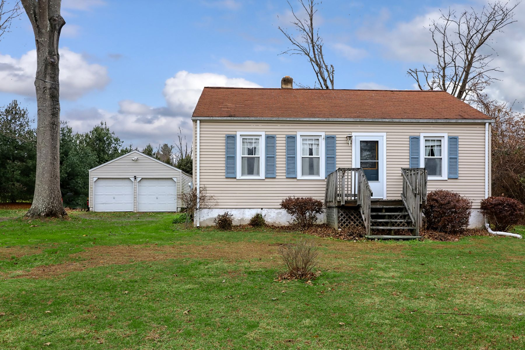 Single Family Home for Sale at Fix And Flip! 27 Old Washington Crossing Road, Titusville, New Jersey 08560 United States
