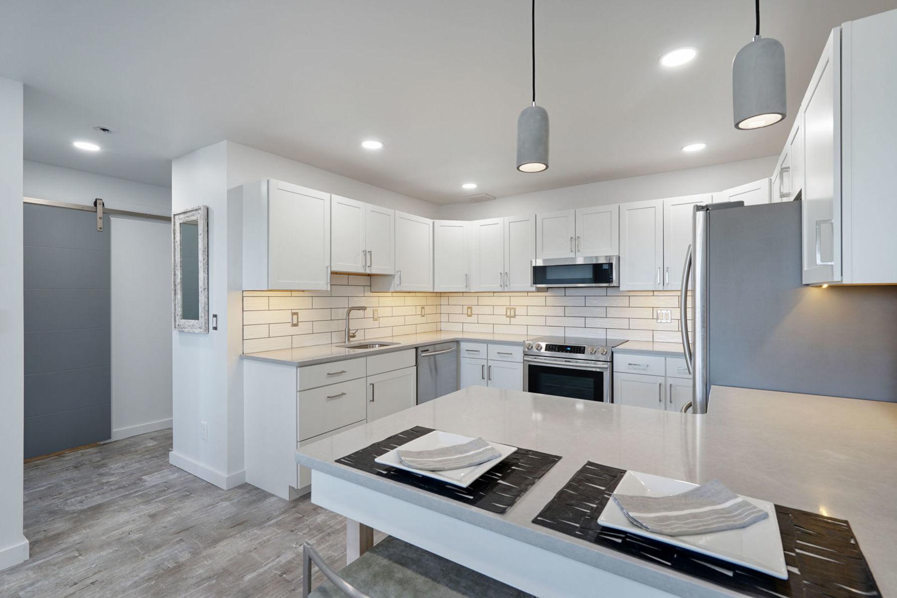 Condomínio para Venda às Modern Beach Condo at The Executive House 210 5th Ave #37, Belmar, Nova Jersey 07719 Estados Unidos
