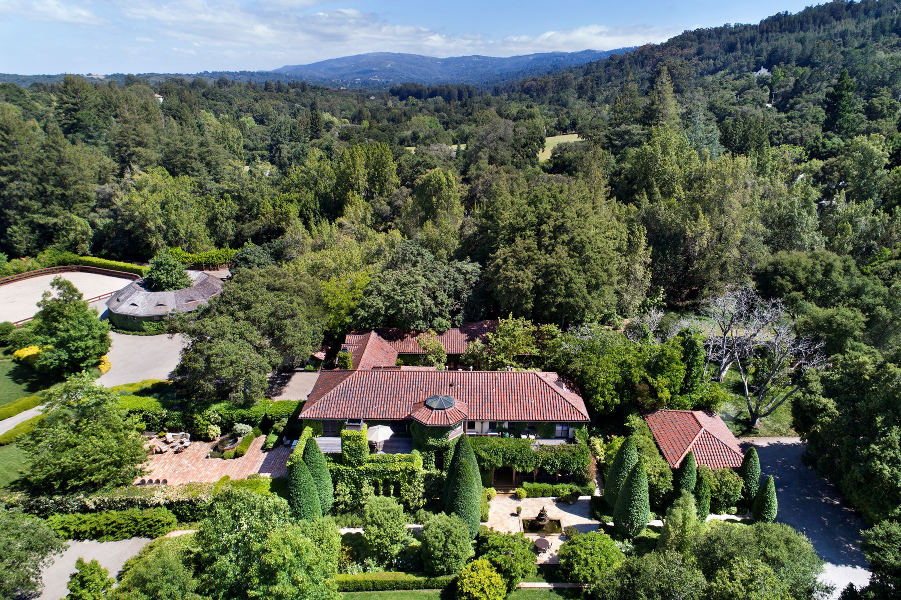 Single Family Homes por un Venta en Traditional Woodside Estate Woodside, California 94062 Estados Unidos