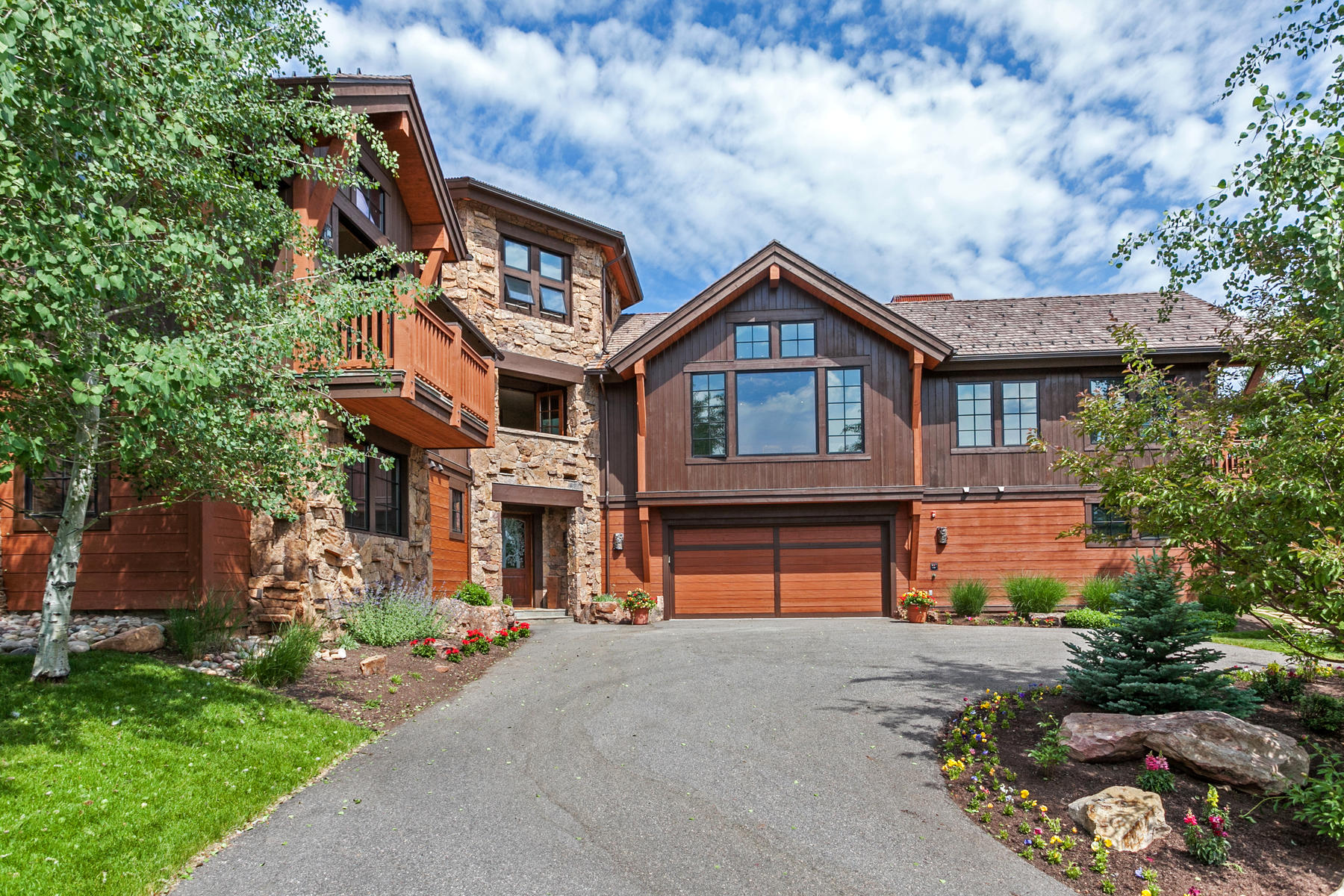 واحد منزل الأسرة للـ Sale في Stunning Custom Residence 42 Stag Gulch Court, Edwards, Colorado, 81632 United States