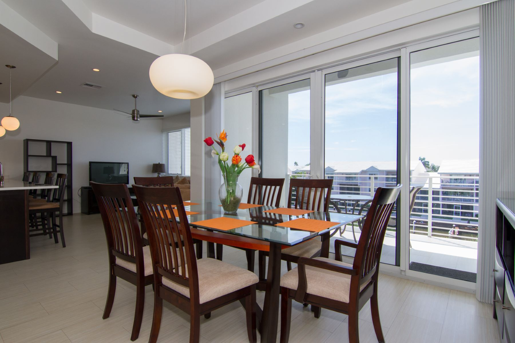 Additional photo for property listing at Palm Heights Residences top floor rental 斯纳昂港, 大开曼岛 开曼群岛