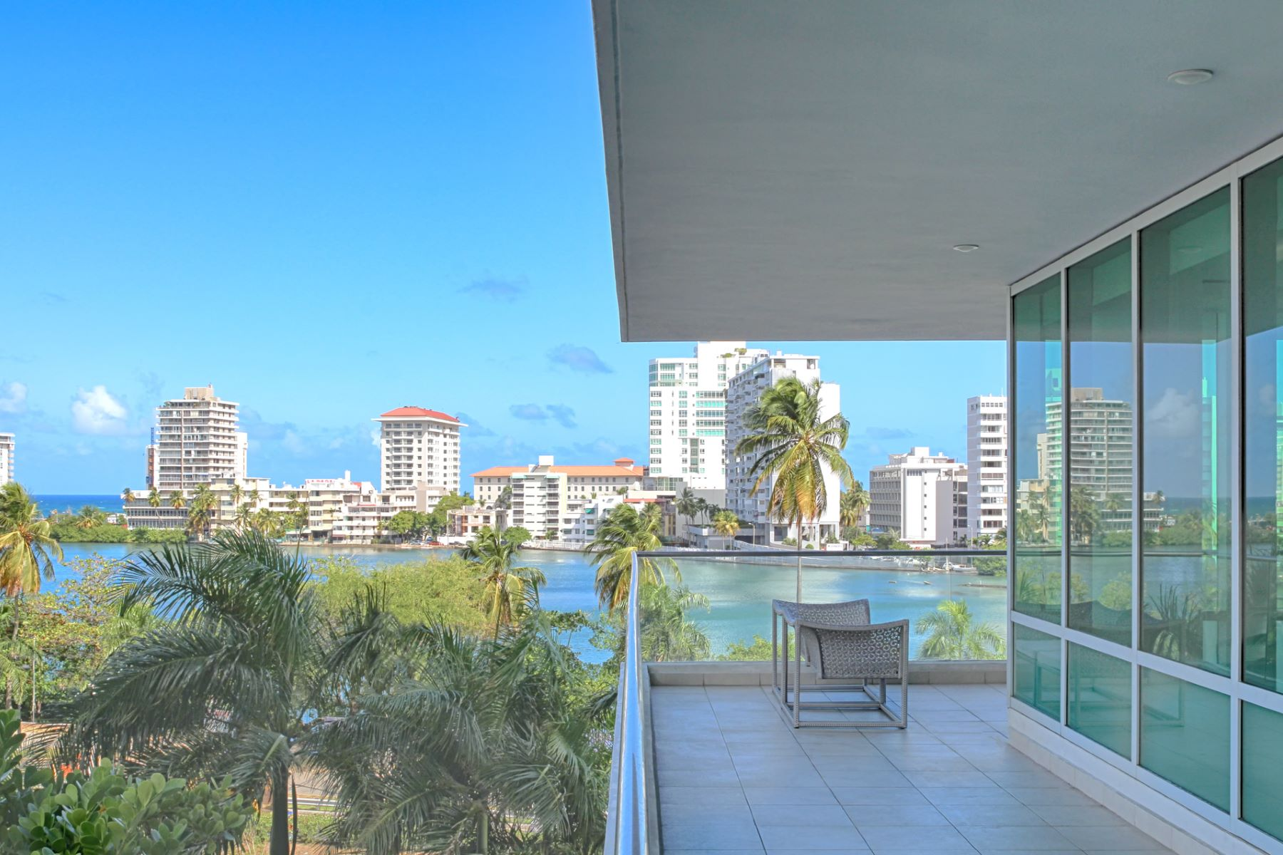 Additional photo for property listing at Third Floor Contemporary at The Cosmopolitan 555 Calle Monserrate apt 301 San Juan, Puerto Rico 00907 Porto Rico