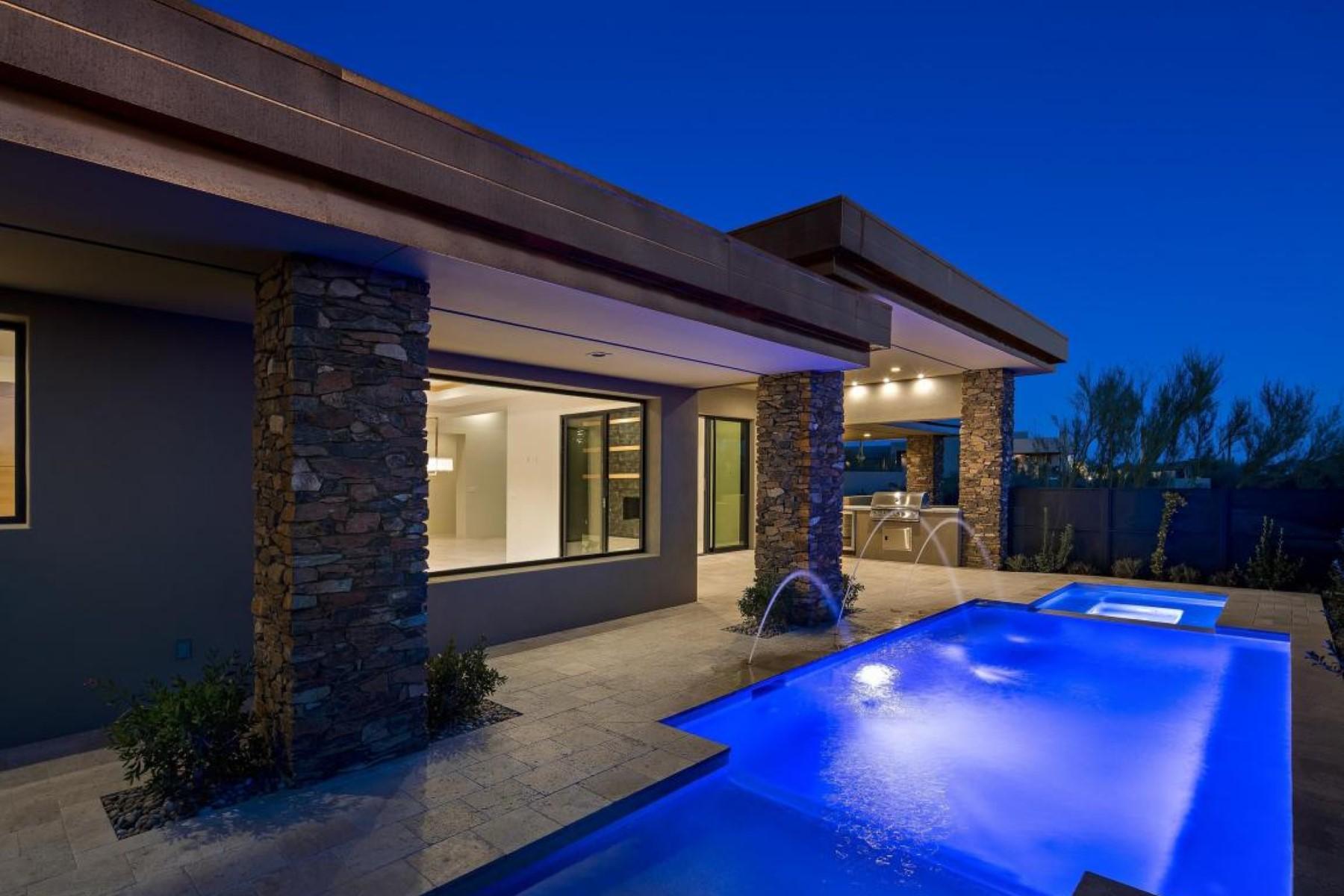 独户住宅 为 销售 在 New Contemporary Home 39593 N 104TH ST, 斯科茨代尔, 亚利桑那州, 85262 美国
