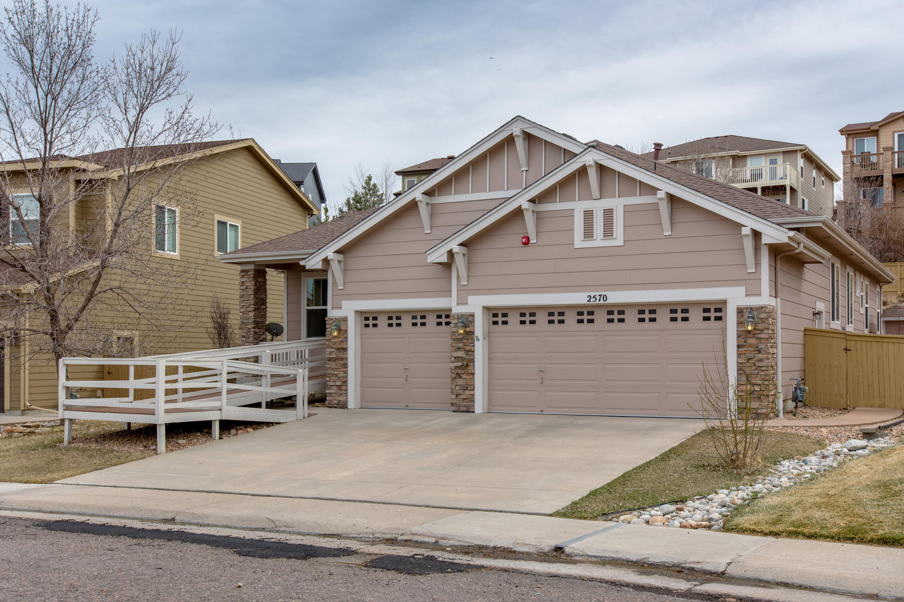 Einfamilienhaus für Verkauf beim Rare ranch style home located in quiet cul-de-sac 2570 Pemberly Ave, Highlands Ranch, Colorado, 80126 Vereinigte Staaten