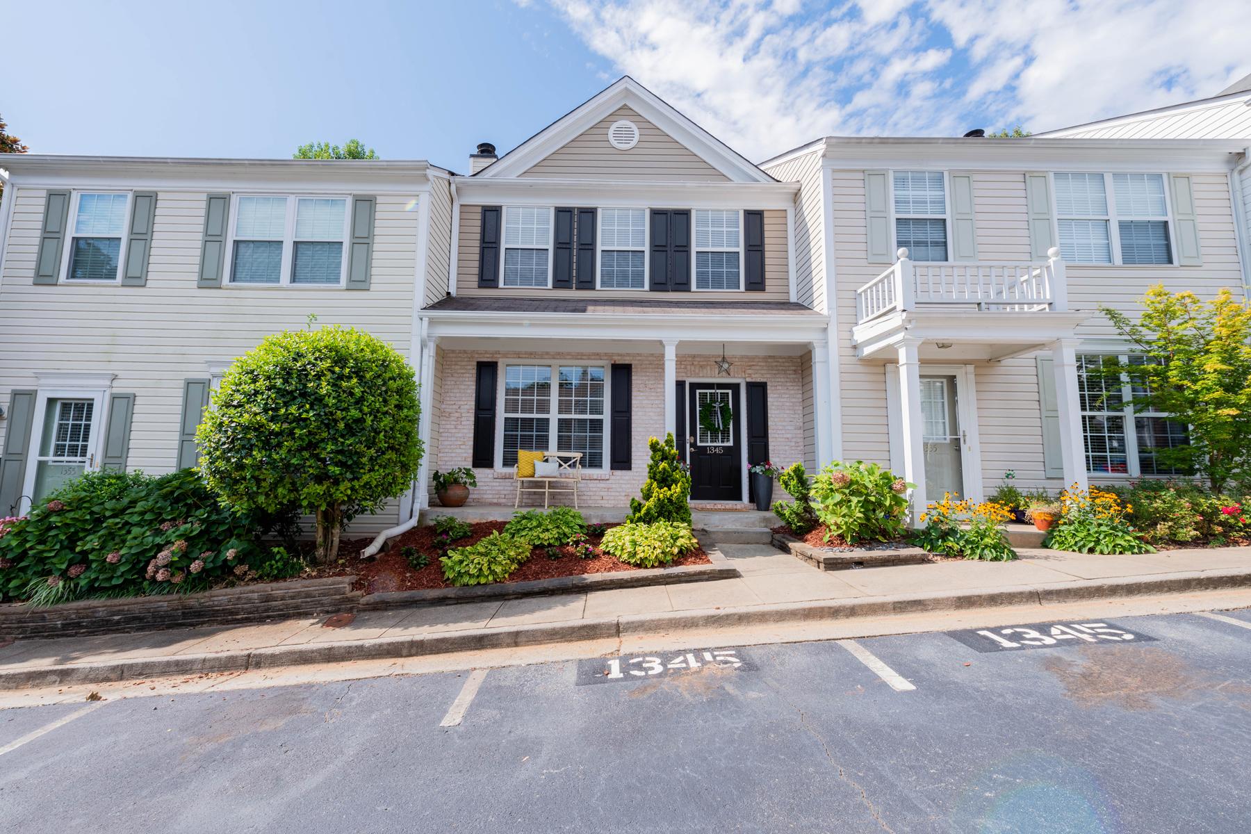 Maison en rangée pour l Vente à Live The Dream 1345 Kilmington Ct Alpharetta, Georgia 30009 États-Unis