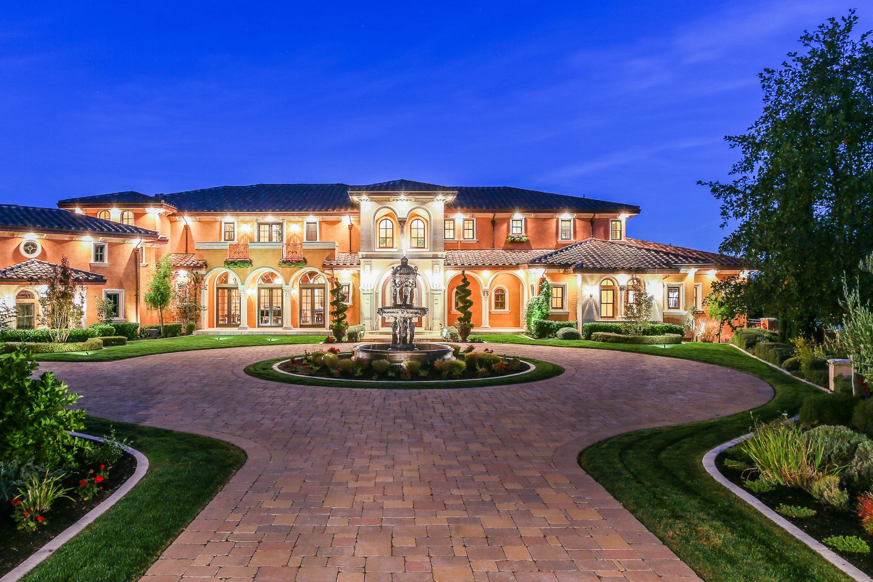 Частный односемейный дом для того Продажа на La Casa dei Angeli 228 South Ridge Court Danville, Калифорния 94506 Соединенные Штаты