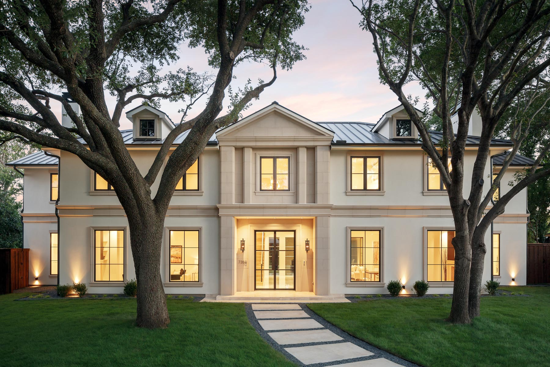 Casa para uma família para Venda às Preston Hollow Transitional/Contemporary 7350 Mimosa Lane Dallas, Texas, 75230 Estados Unidos