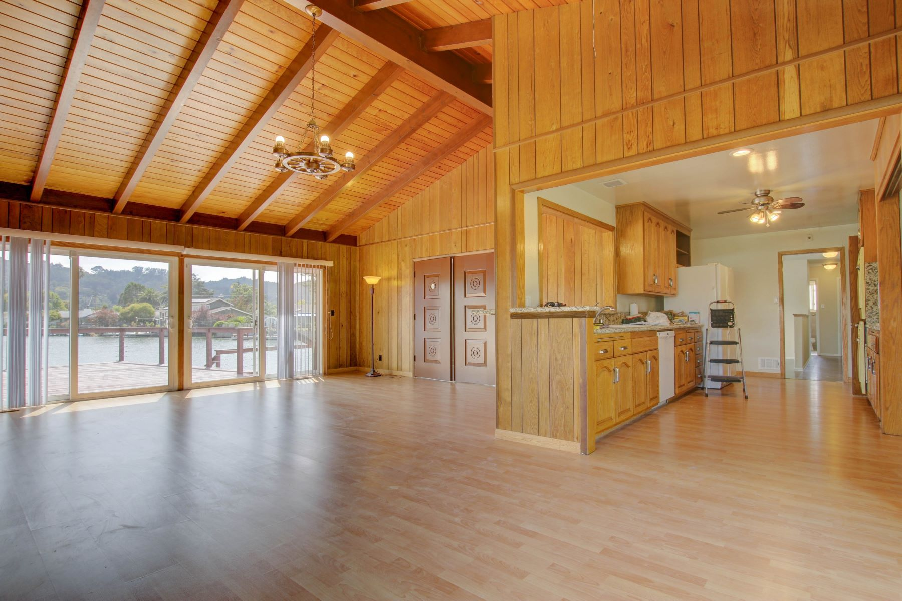 Additional photo for property listing at On the Lagoon with a Mount Tam View 42 Chickasaw Court Corte Madera, California 94925 Estados Unidos