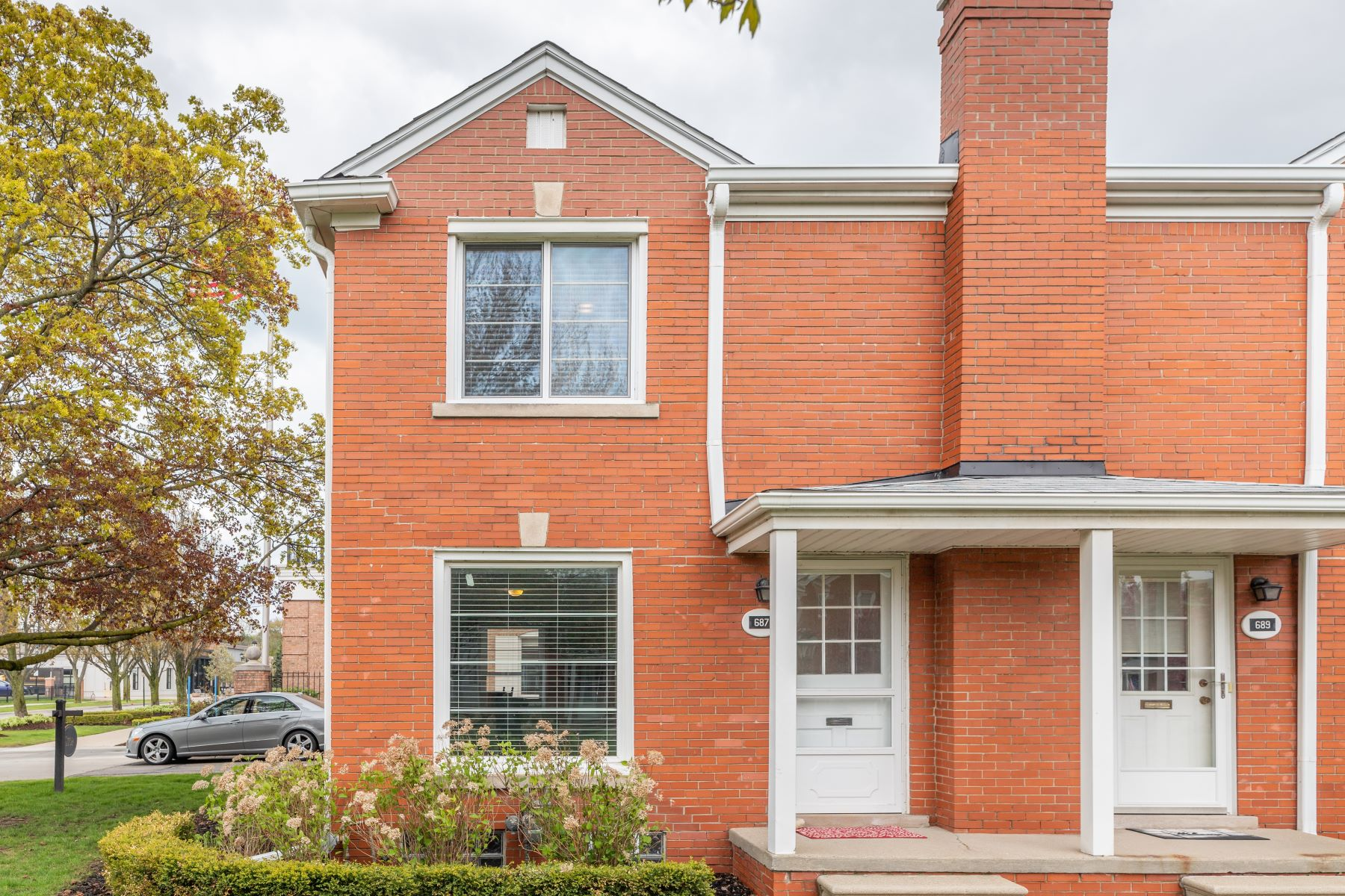 Condominiums 为 销售 在 Grosse Pointe 687 Saint Clair St Unit 687 Grosse Pointe, 密歇根州 48230 美国