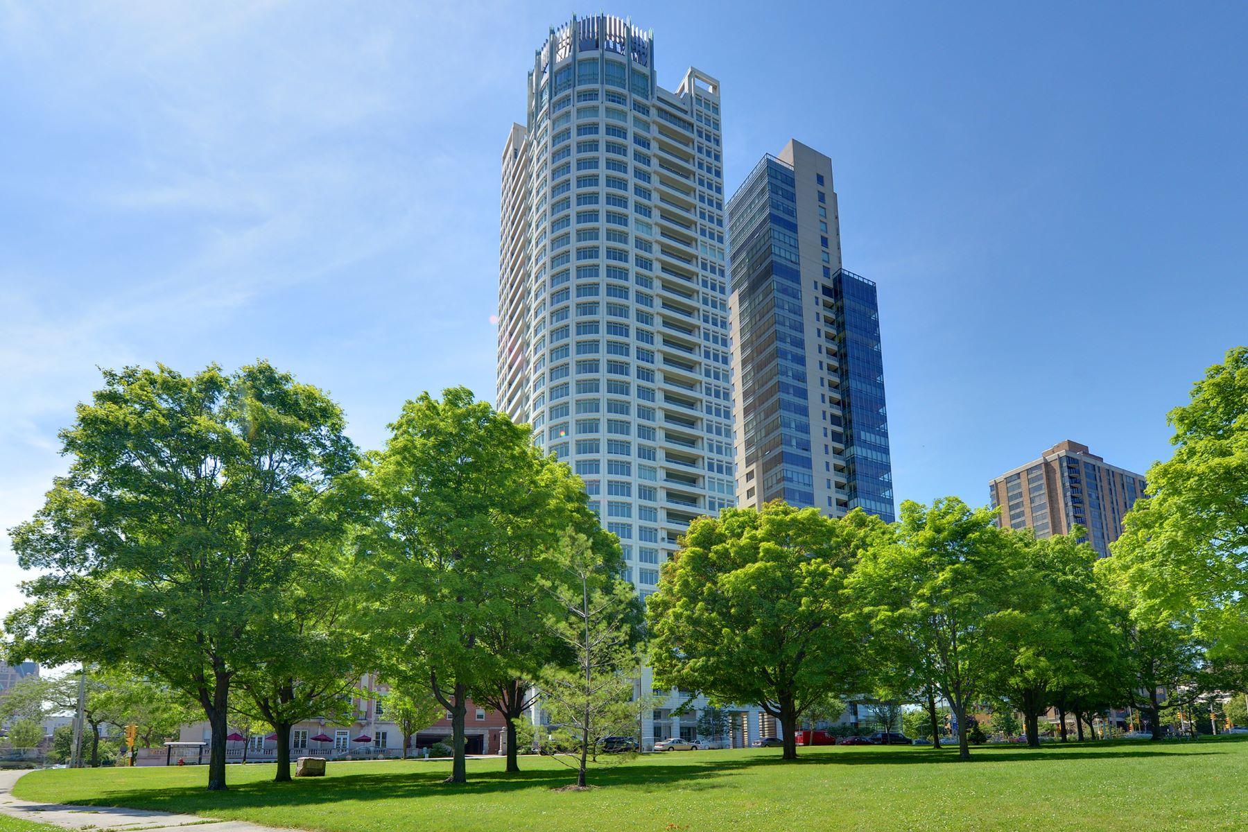 Condominio por un Venta en University Club Tower 825 N. Prospect Avenue #1601 Milwaukee, Wisconsin, 53202 Estados Unidos