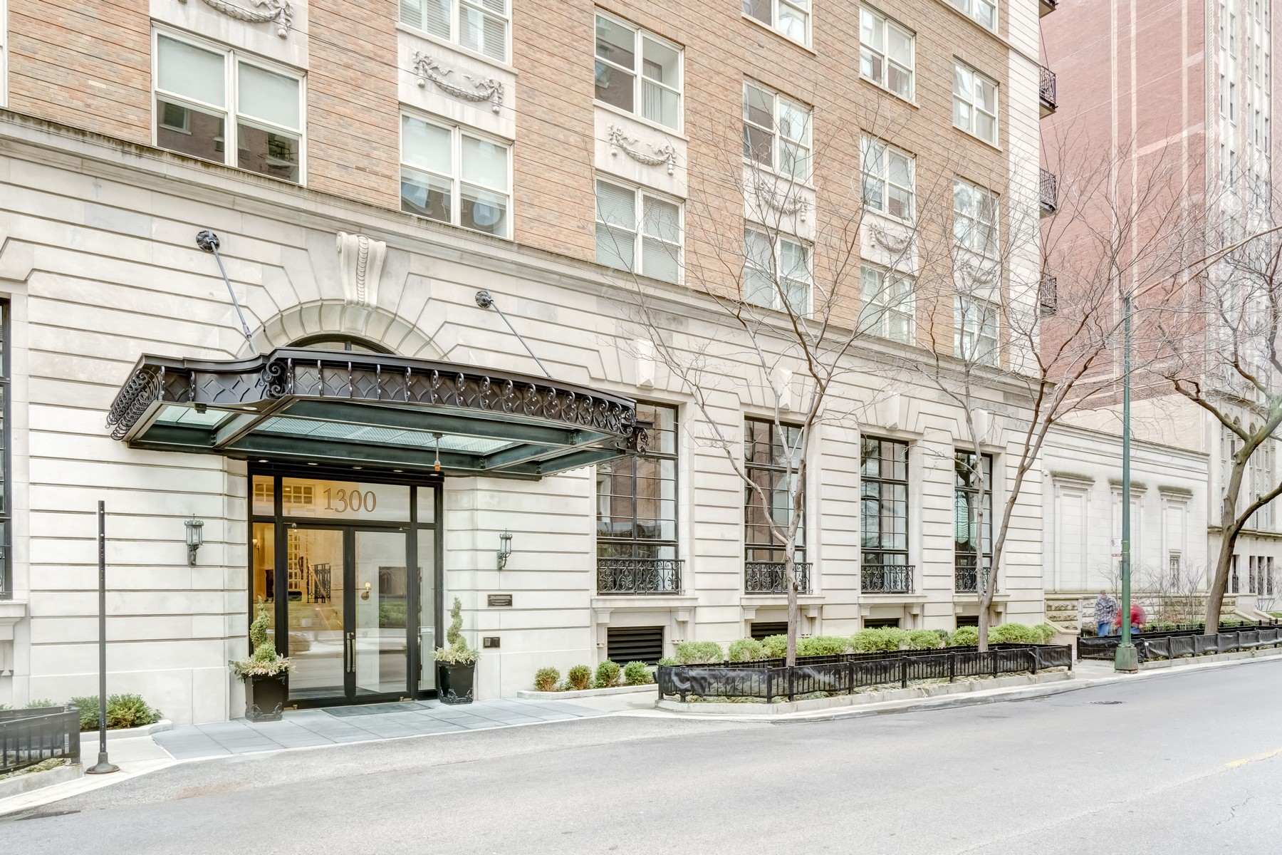 Condominio por un Venta en Stunning Gold Coast Luxury at The Ambassador 1300 N State Parkway Unit 603 Near North Side, Chicago, Illinois, 60610 Estados Unidos