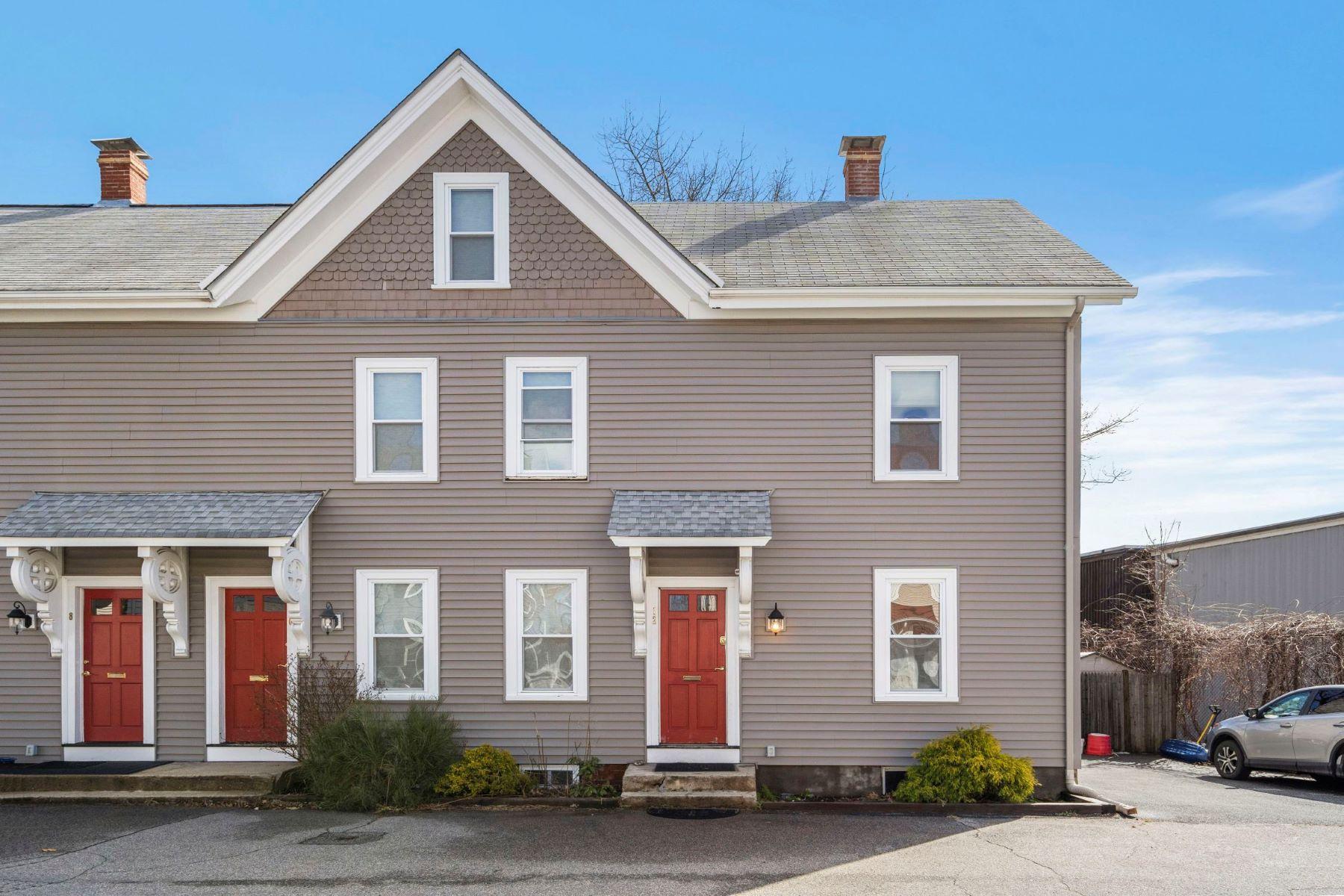 townhouses 为 销售 在 Gorgeous Watertown Townhome 12 Swetts Court Unit 12 沃特敦, 马萨诸塞州 02472 美国