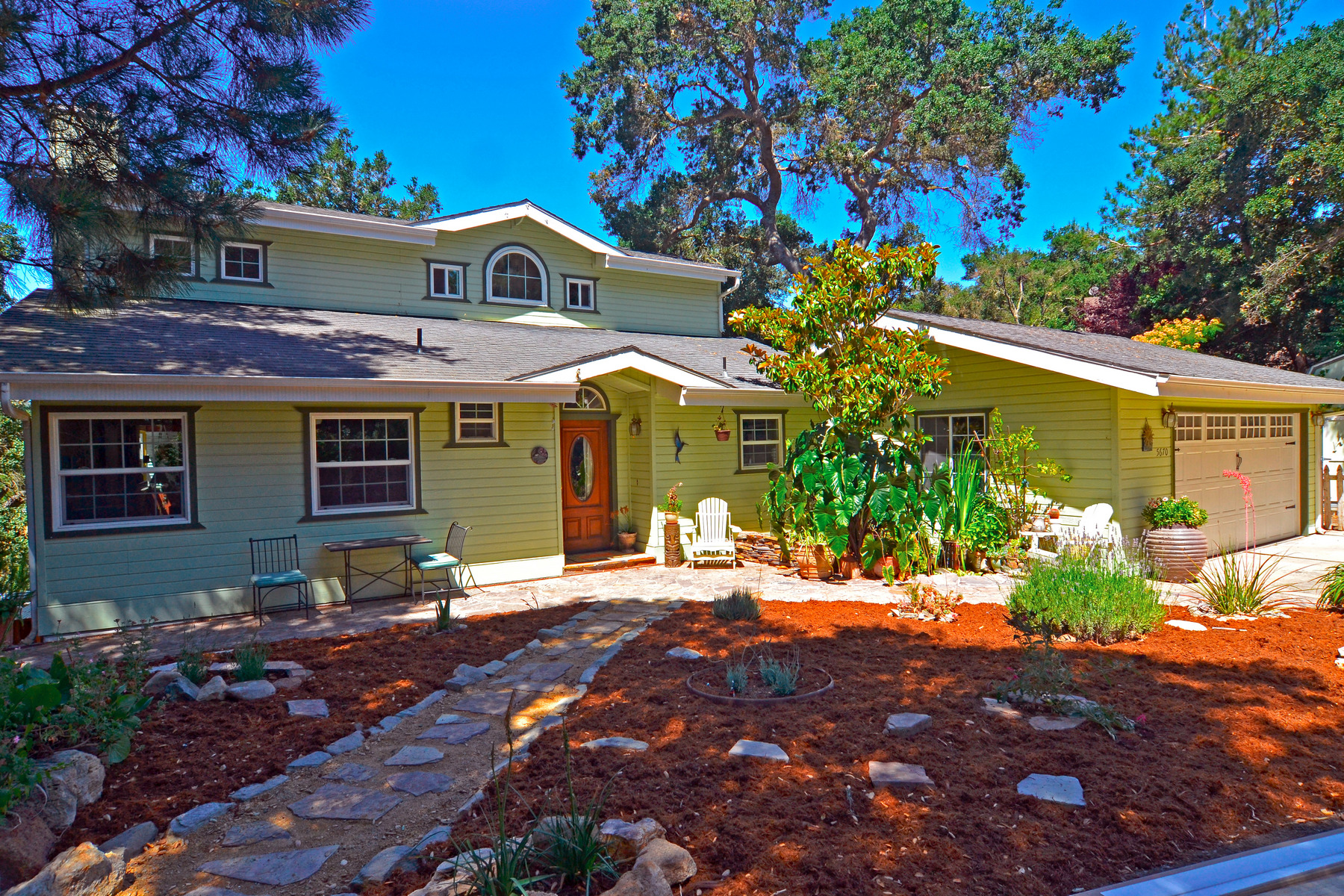 Single Family Home for Sale at Tree House Feel 5670 Encino Avenue Atascadero, California, 93422 United States