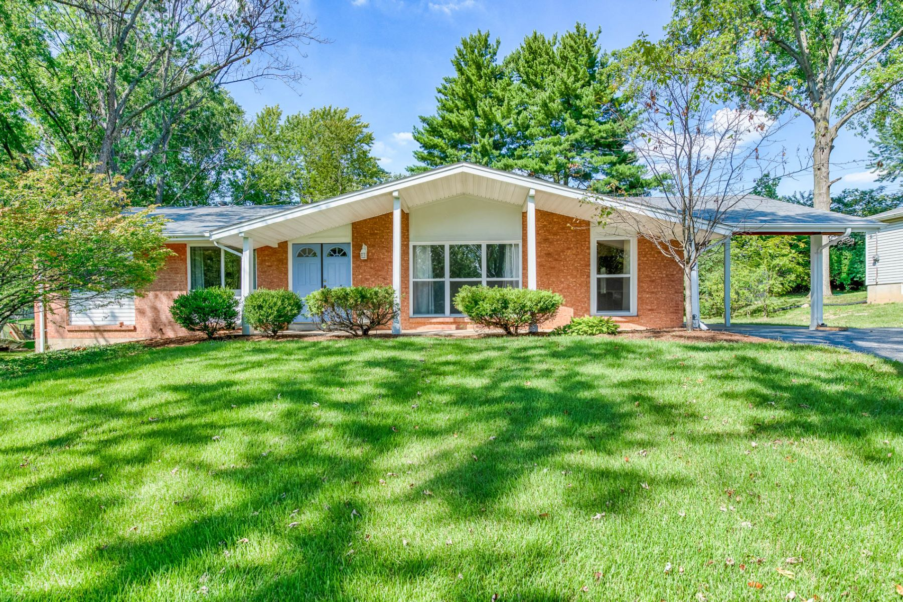 Single Family Home for Sale at Mackinac Dr 1135 Mackinac Dr St. Louis, Missouri 63105 United States