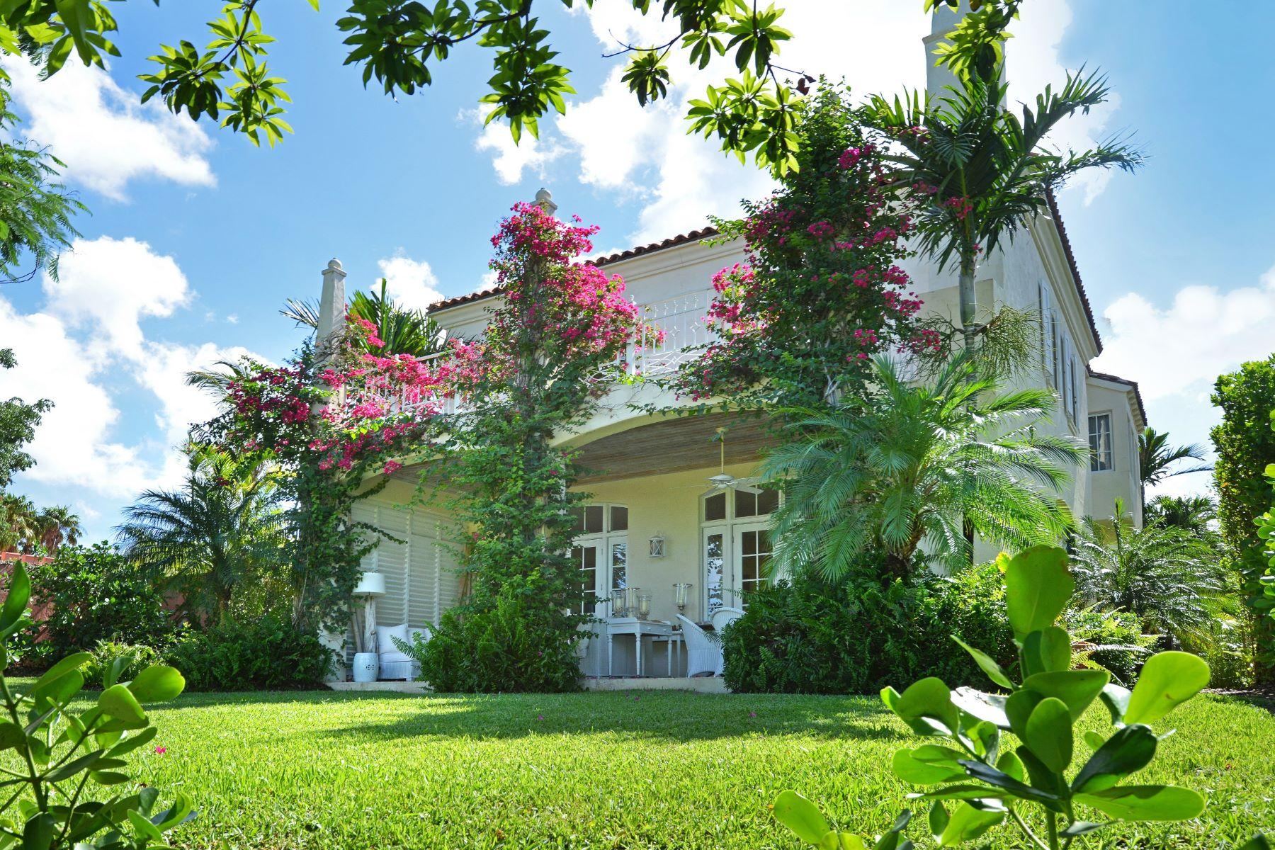 Maison unifamiliale pour l Vente à Dilly House, #5 Ridgetop Old Fort Bay, New Providence/Nassau Bahamas