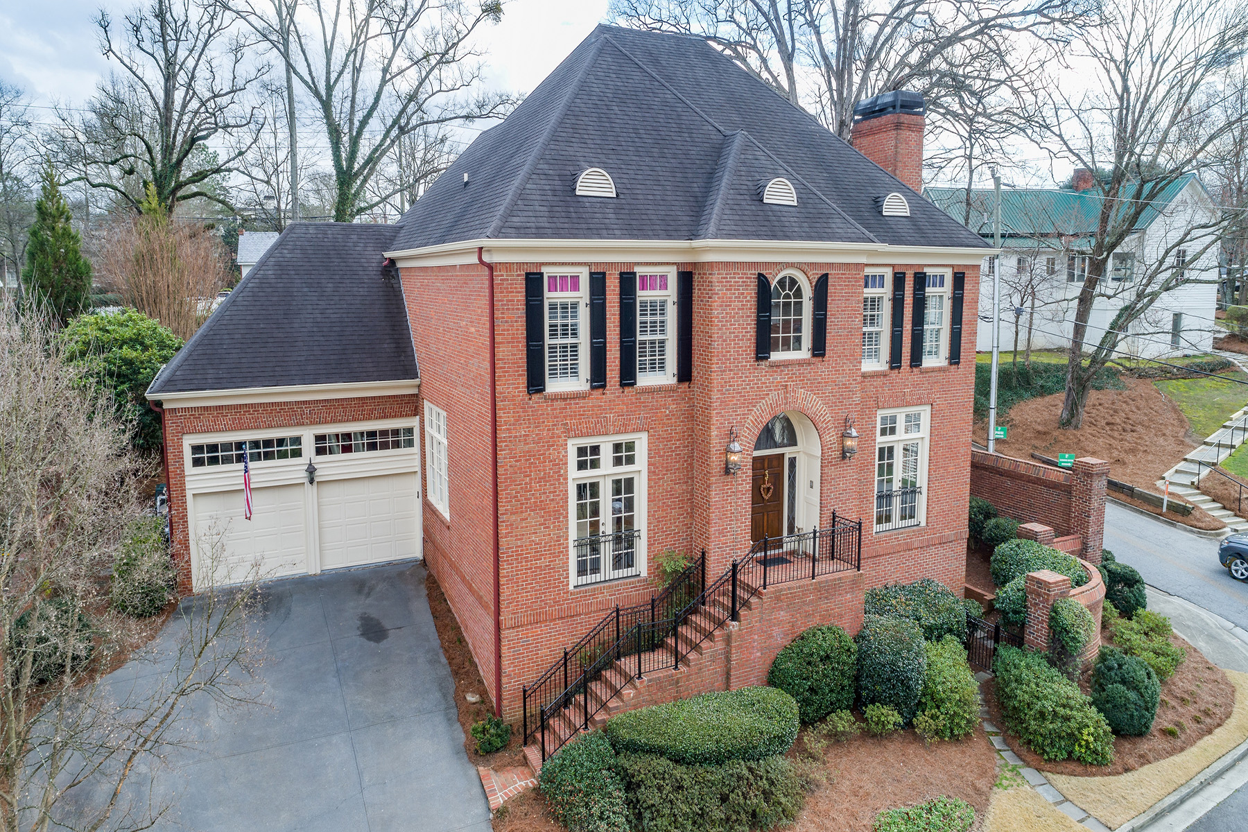 Single Family Home for Sale at Swim and Golf at Home in Vinings Village 3014 Loridan Way Atlanta, Georgia 30339 United States