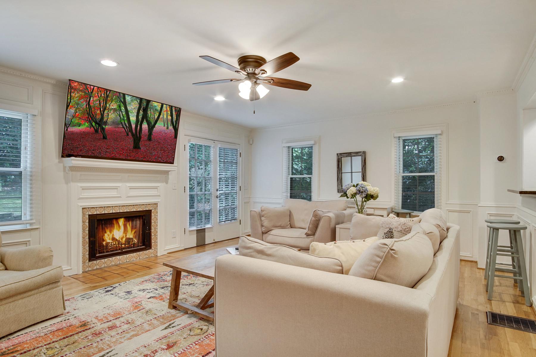 Single Family Homes por un Venta en Charming Garden Hills Bungalow 2806 Alpine Road, Atlanta, Georgia 30305 Estados Unidos