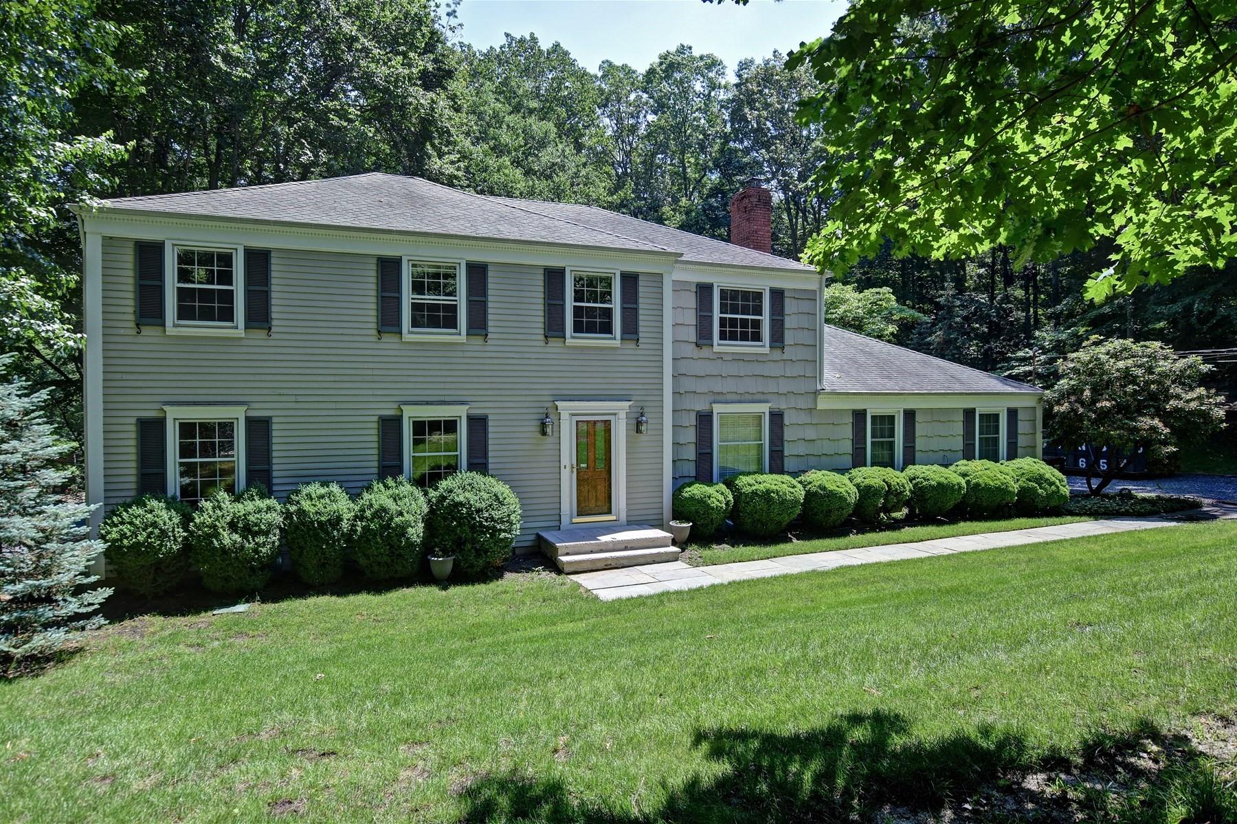 Maison unifamiliale pour l Vente à Classic Colonial 12 Craig Court Colts Neck, New Jersey, 07722 États-Unis