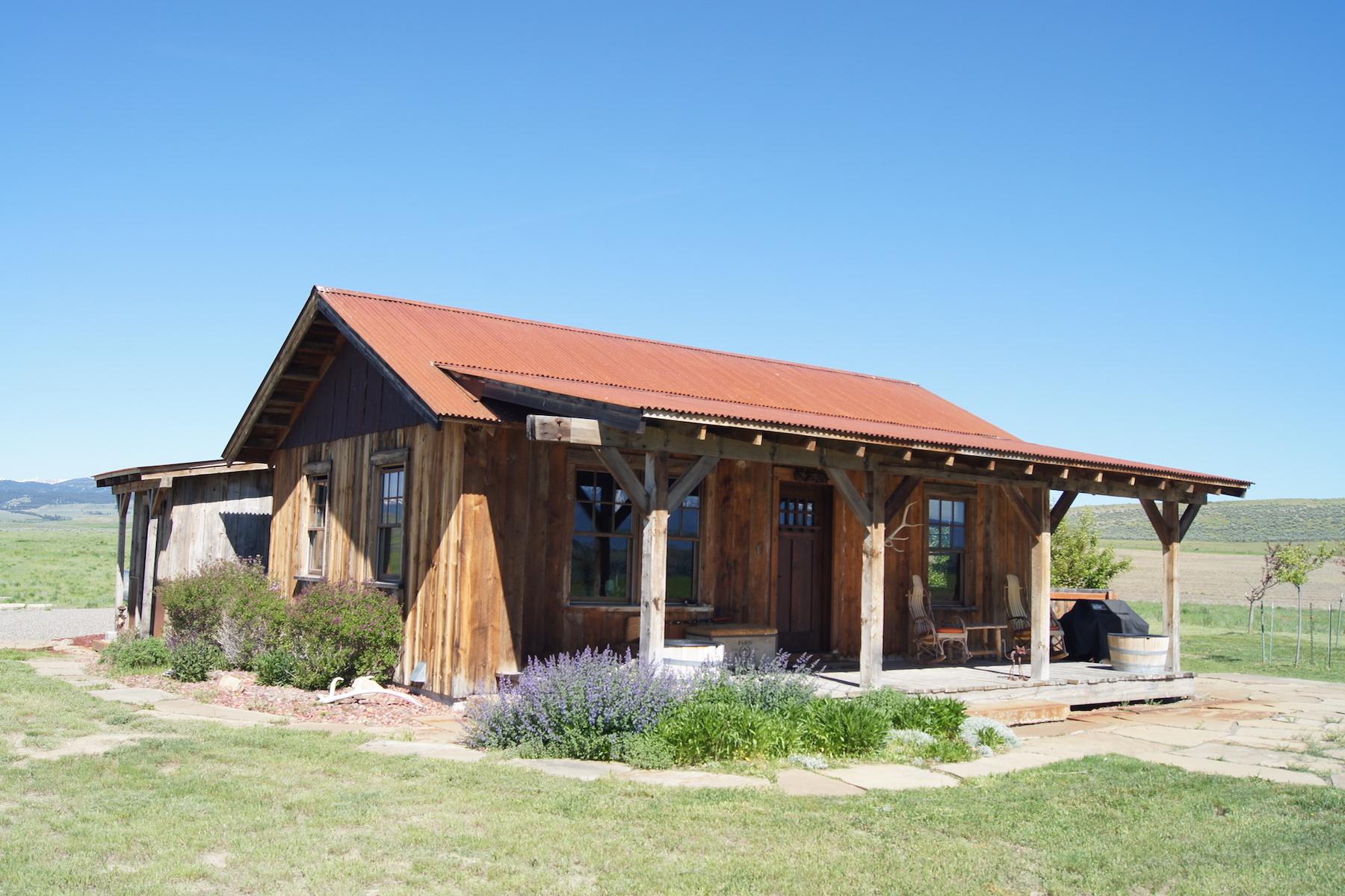 Maison unifamiliale pour l Vente à 26 Stonegate Drive Clyde Park, Montana, 59018 États-Unis