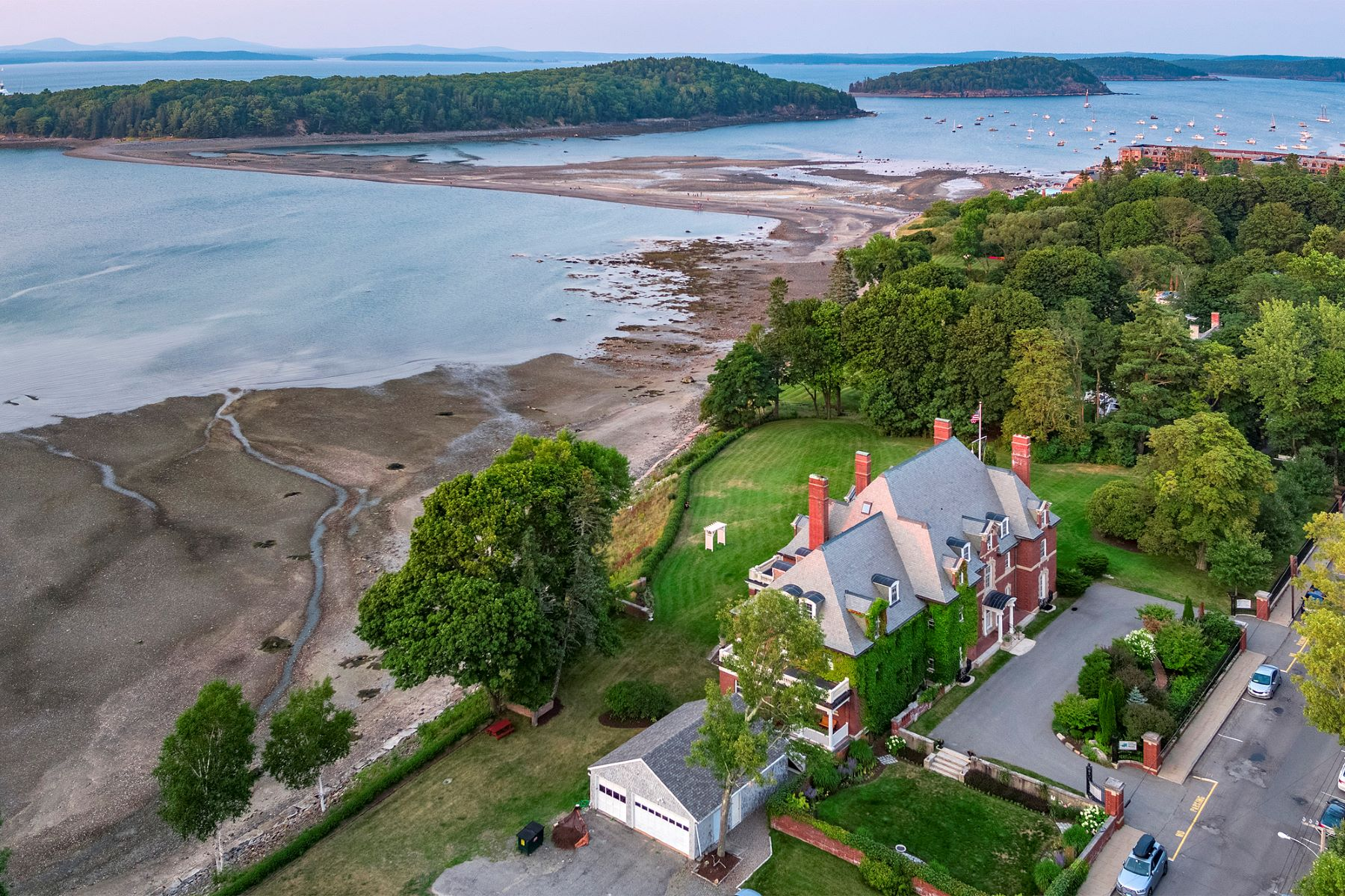 Additional photo for property listing at La Rochelle 127 West Street Bar Harbor, Maine 04609 United States