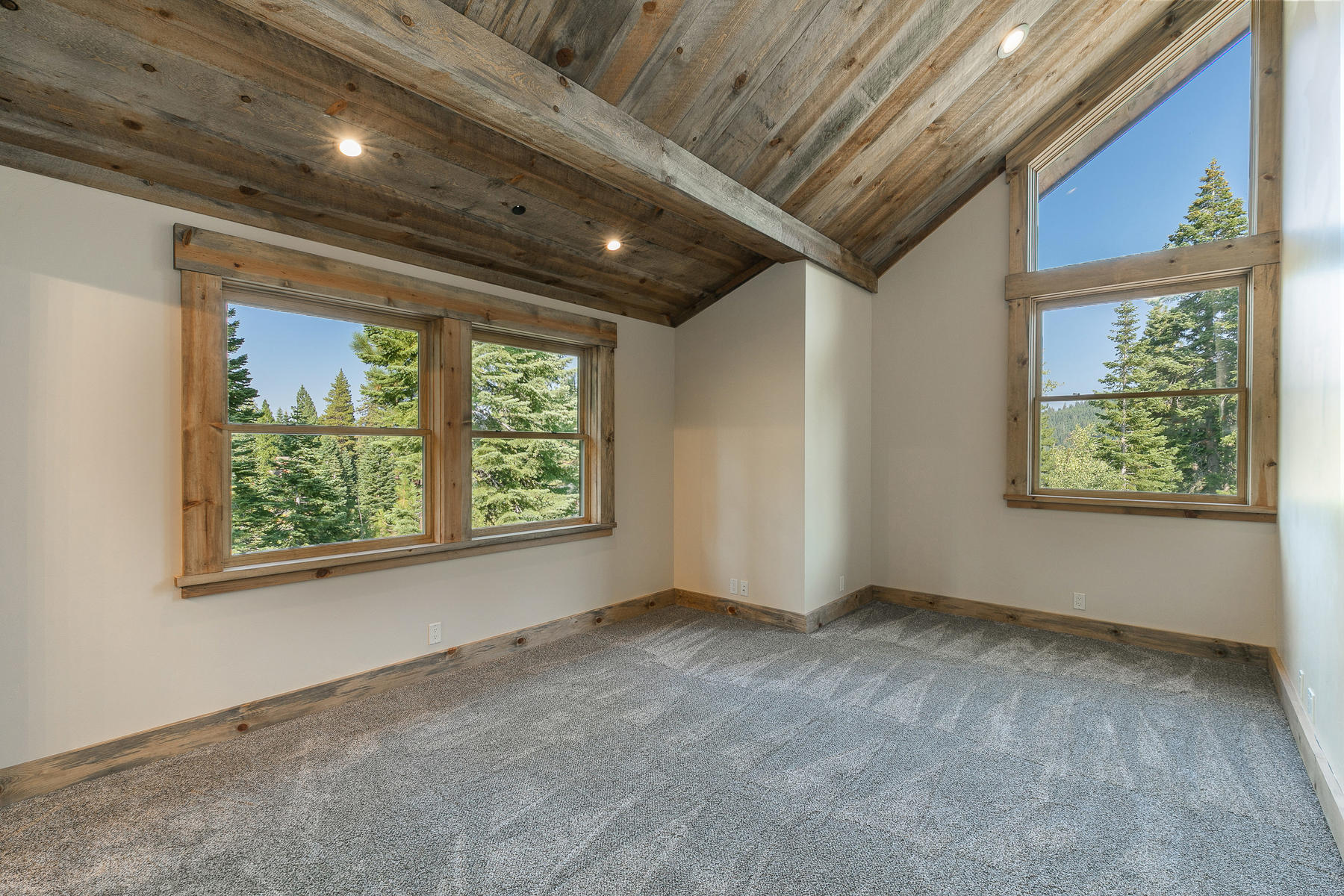 Additional photo for property listing at 2110 Eagle Feather Court , Truckee, CA 2110 Eagle Feather Truckee, California 96161 United States