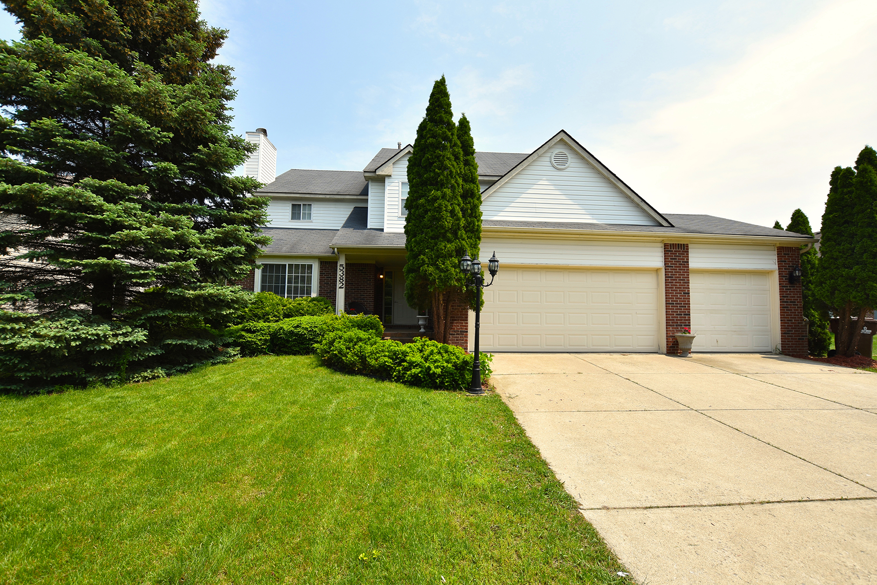 Single Family Homes for Sale at Commerce Township 5382 Mill Race Way Commerce Township, Michigan 48382 United States