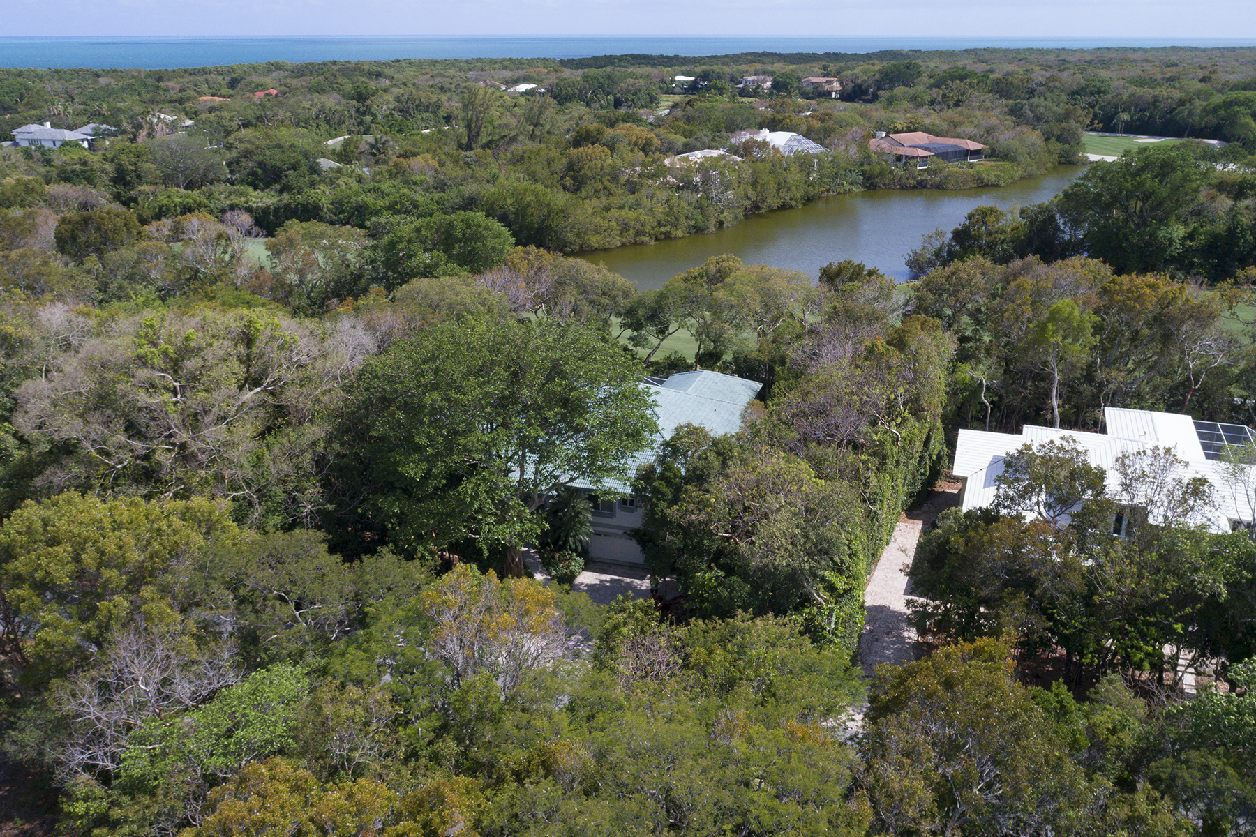 Additional photo for property listing at Golf and Lakefront View Home at Ocean Reef 18 Cinnamon Bark Lane Key Largo, 플로리다 33037 미국