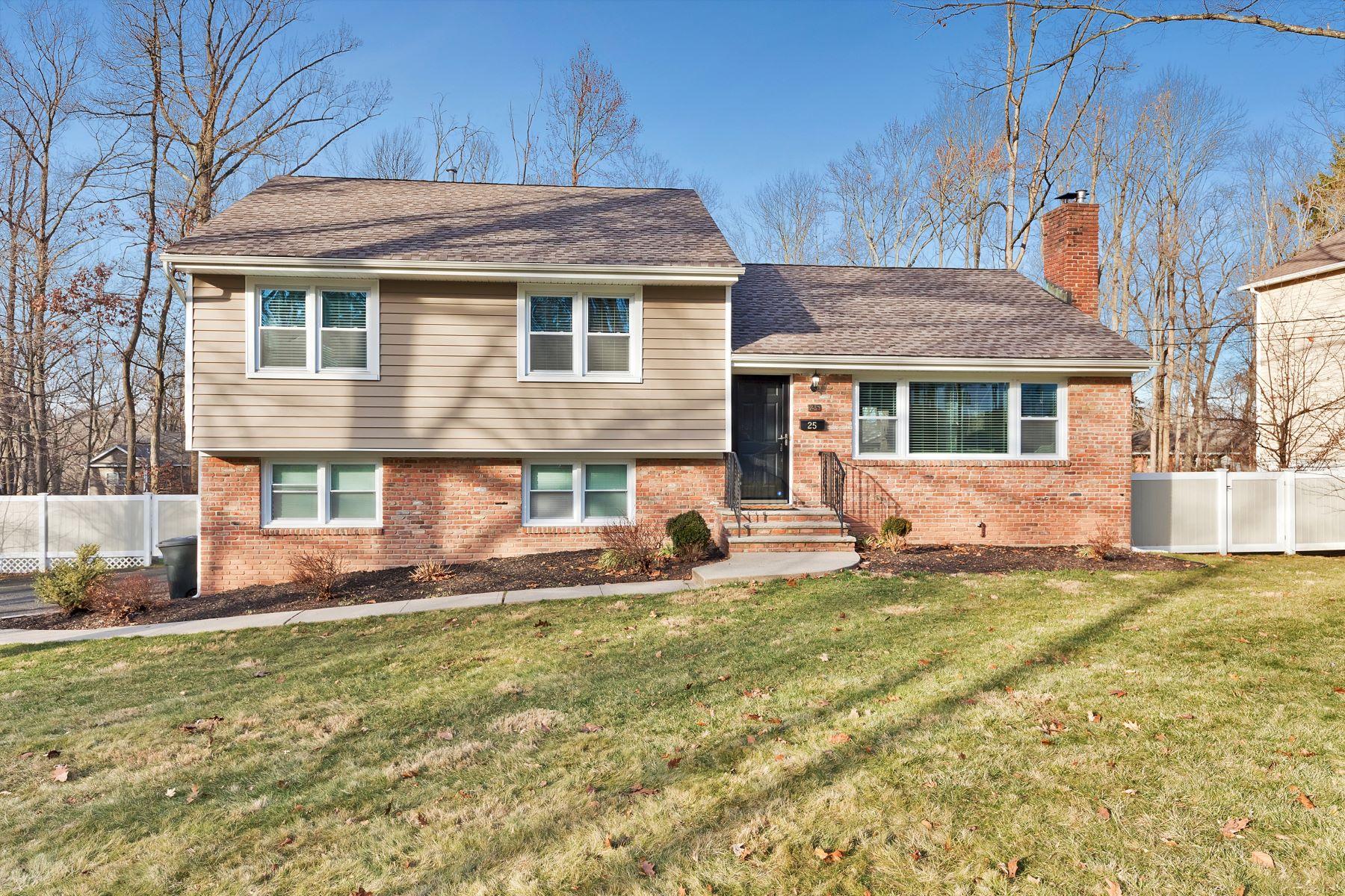 Single Family Homes por un Venta en Spring Ridge Split Level 25 Webster Drive Berkeley Heights, Nueva Jersey 07922 Estados Unidos